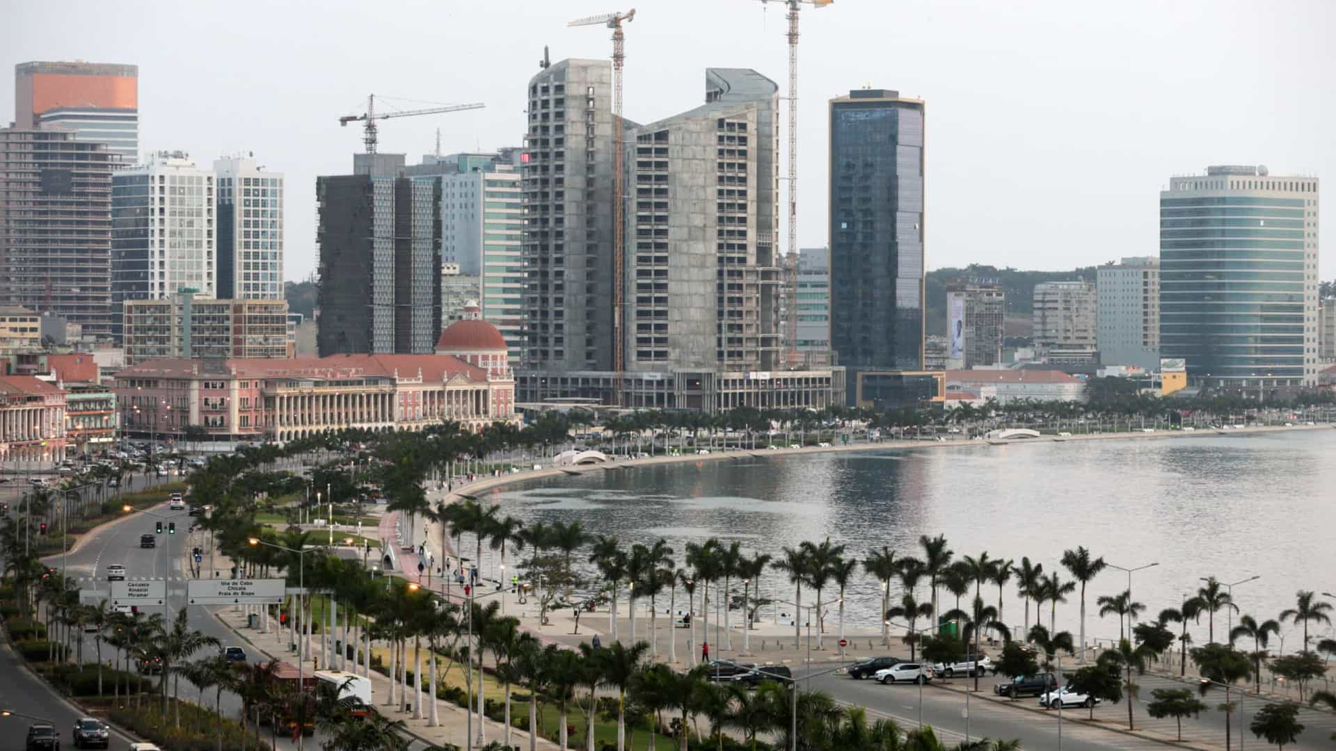 Empresas estrangeiras tiraram 2,3 mil milhões de dólares de Angola