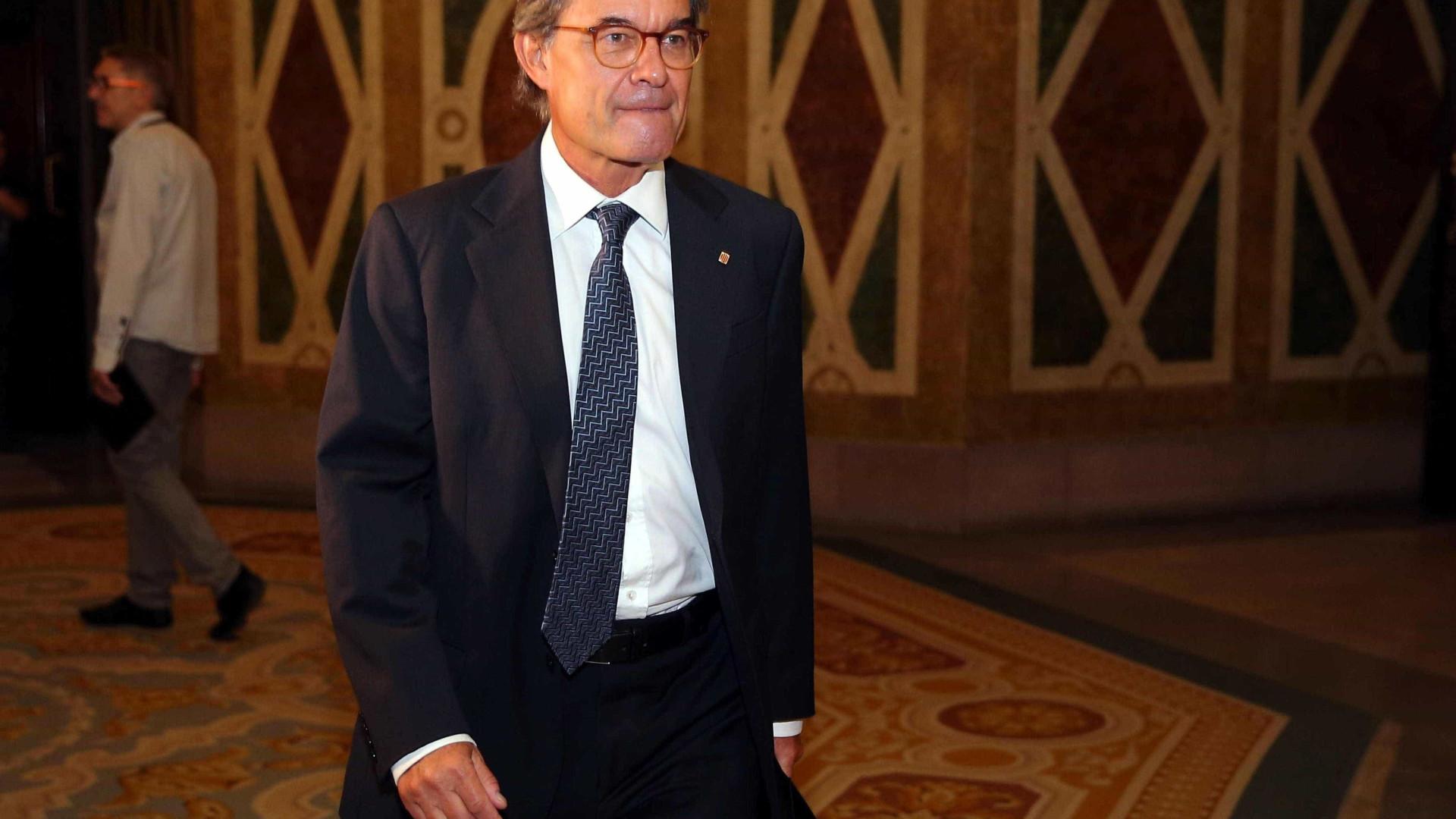 """Catalunha vai """"em frente"""" com referendo"""