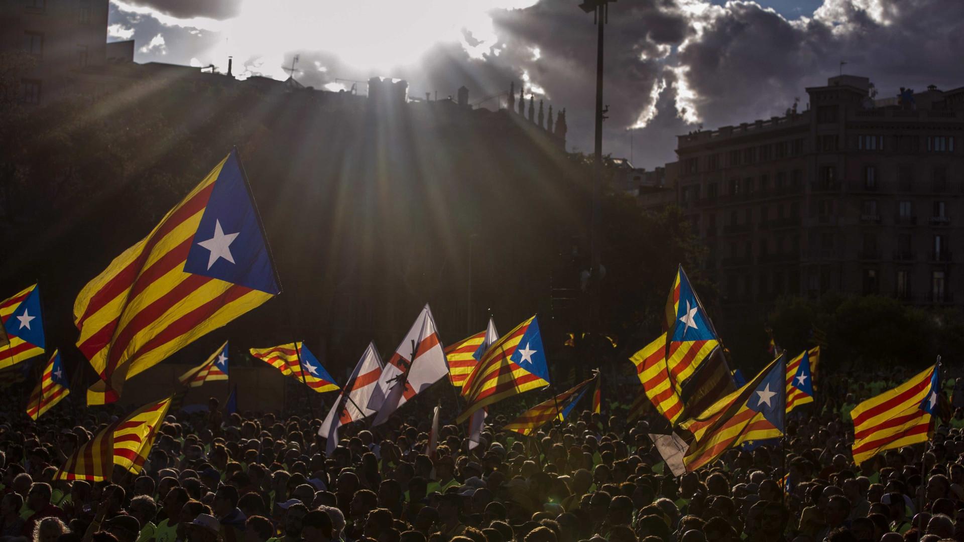 """Catalunha acusa Madrid de aplicar artigo 155 """"pela porta das traseiras"""""""