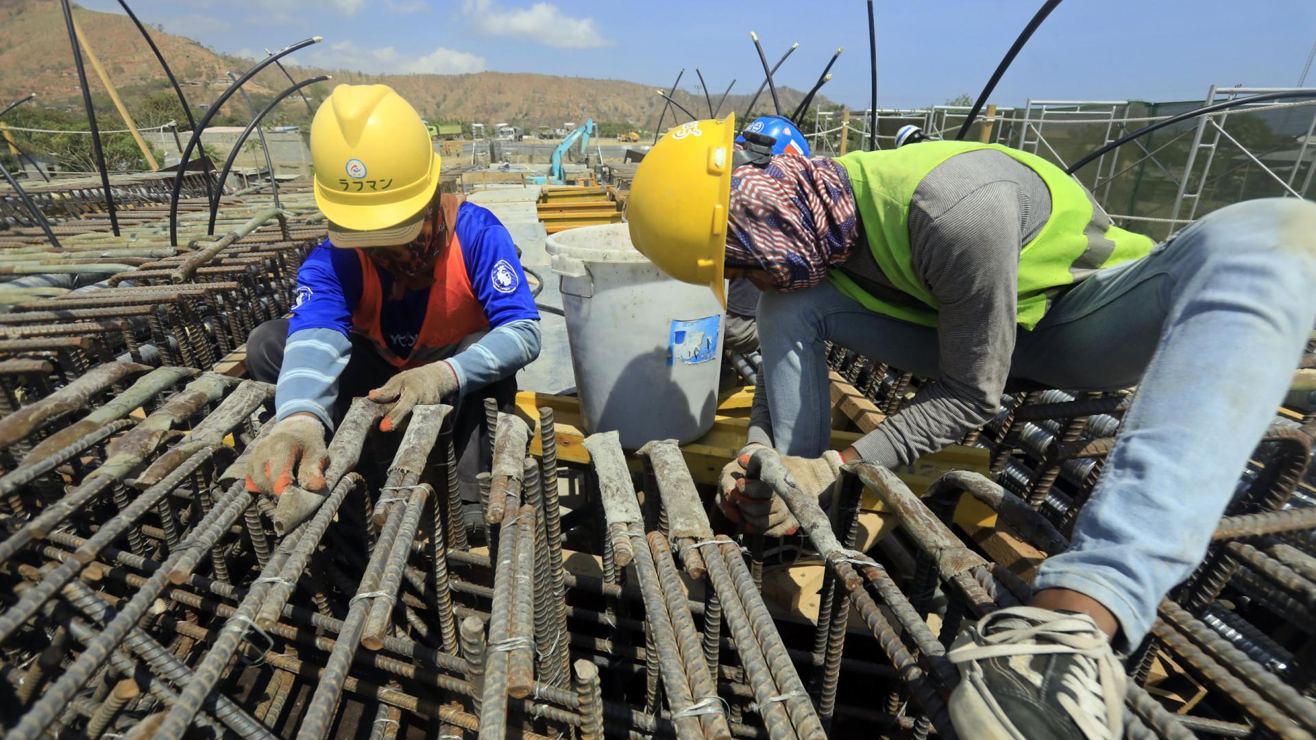 Governo diz continuar a investir em obras públicas, setor está preocupado