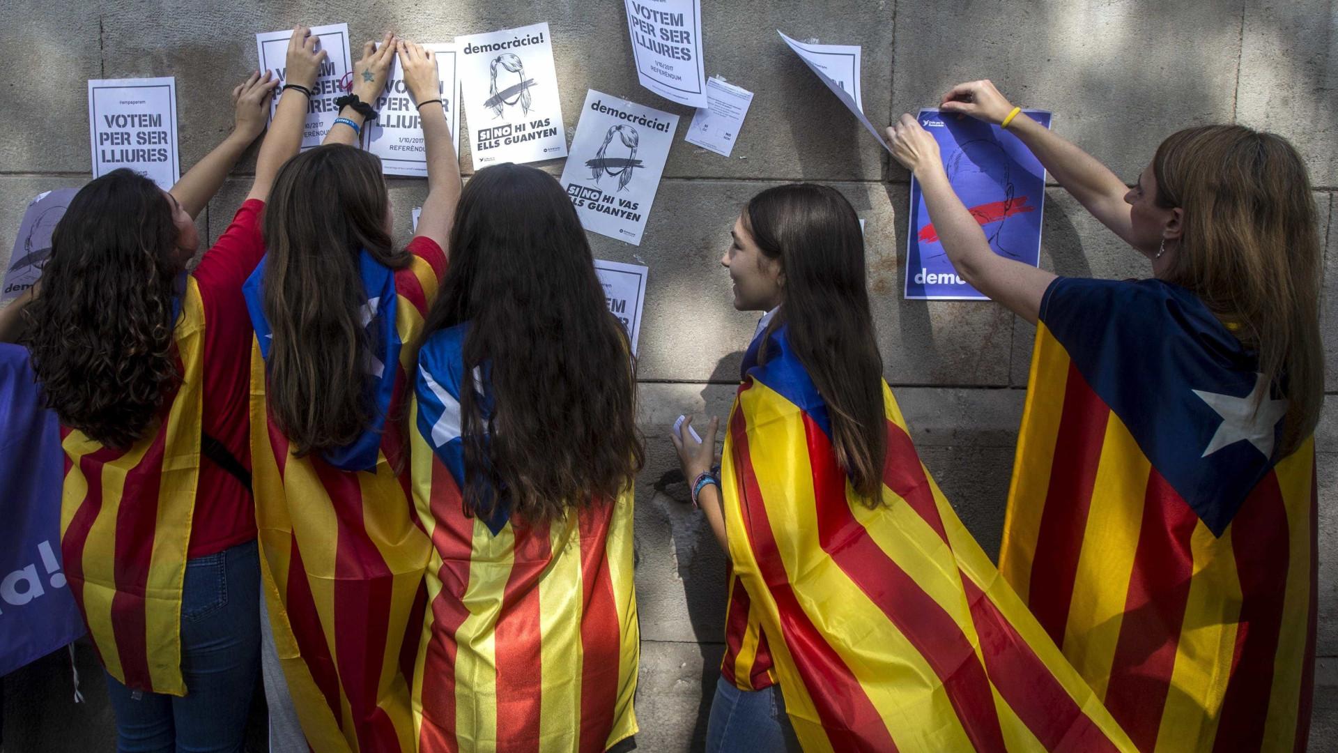 Rajoy recebe apoio de Trump contra referendo na Catalinha
