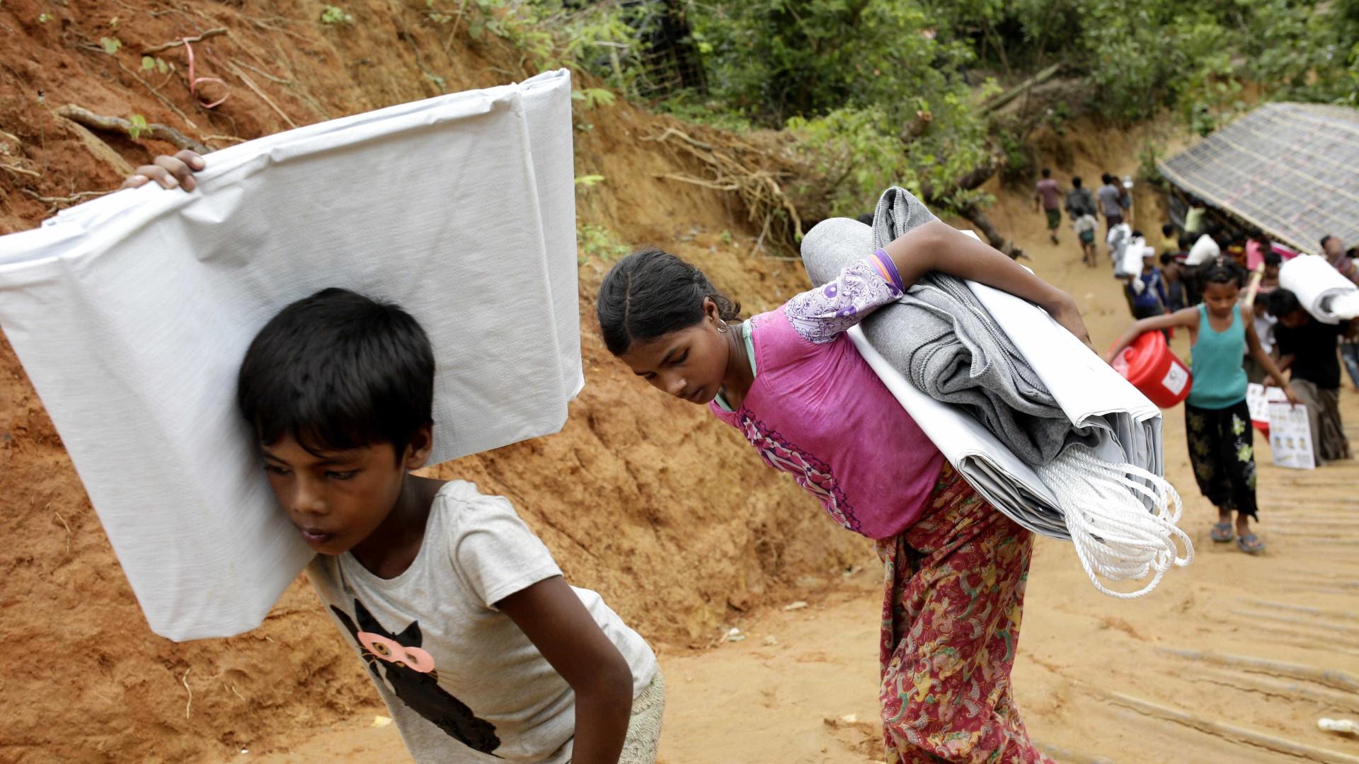 Exército birmanês matou centenas de rohingyas