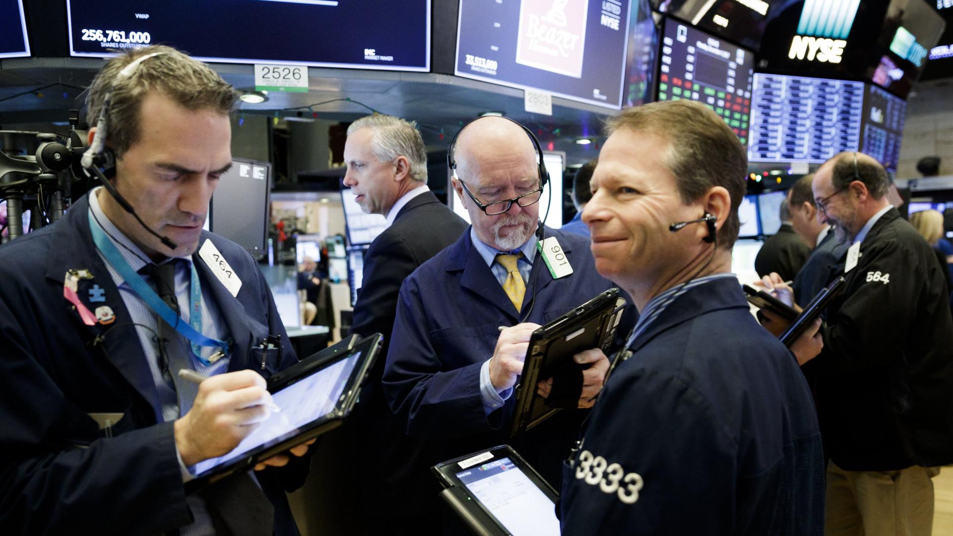 Wall Street termina em forte alta, com três novos máximos de sempre