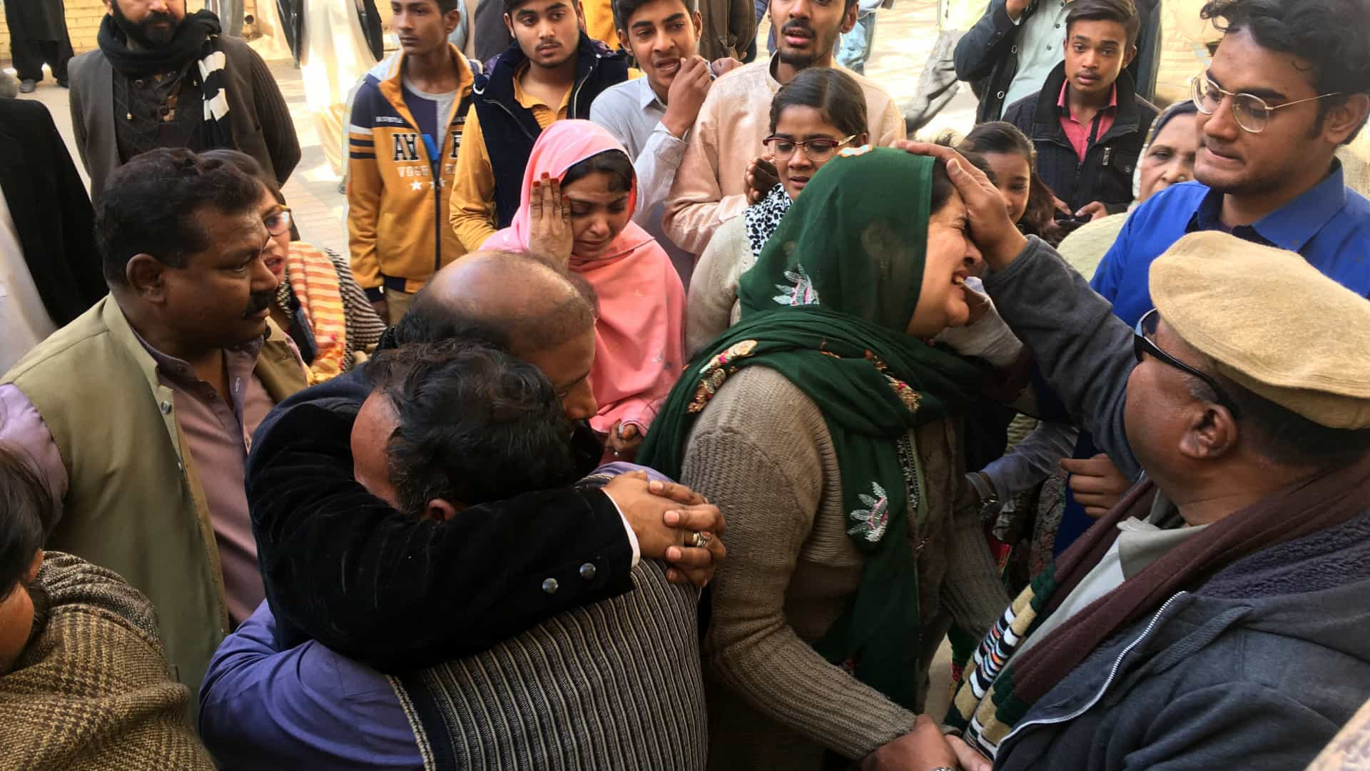 Atentado suicida em igreja no Paquistão deixa cinco mortos