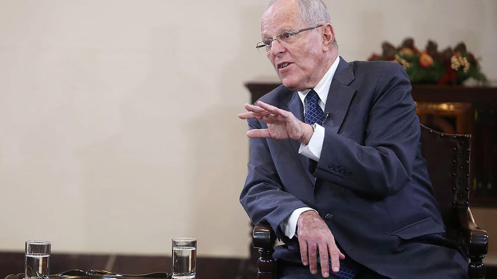 Ex-presidente do Peru proibido de sair do país por 18 meses