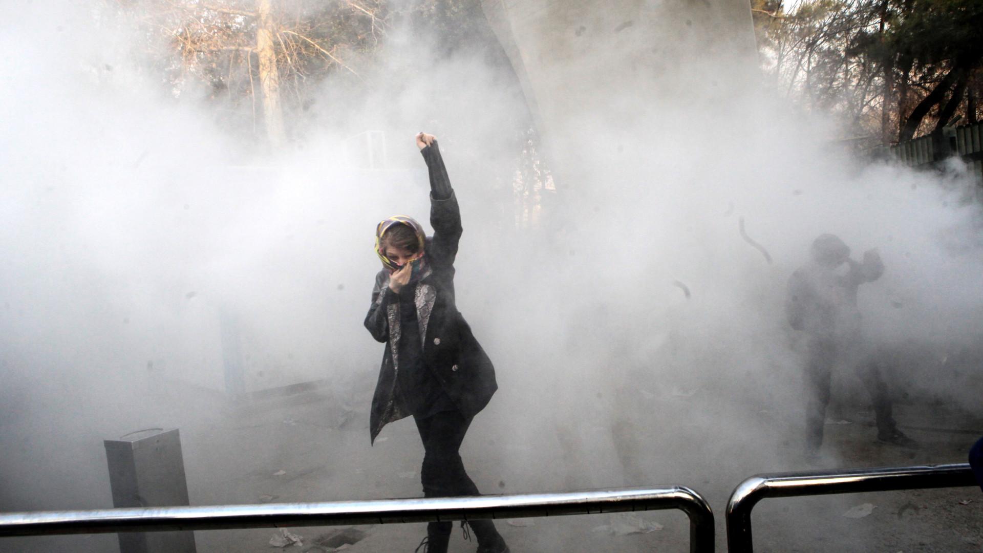 Televisão estatal relata morte de 12 opositores em protestos — Irão