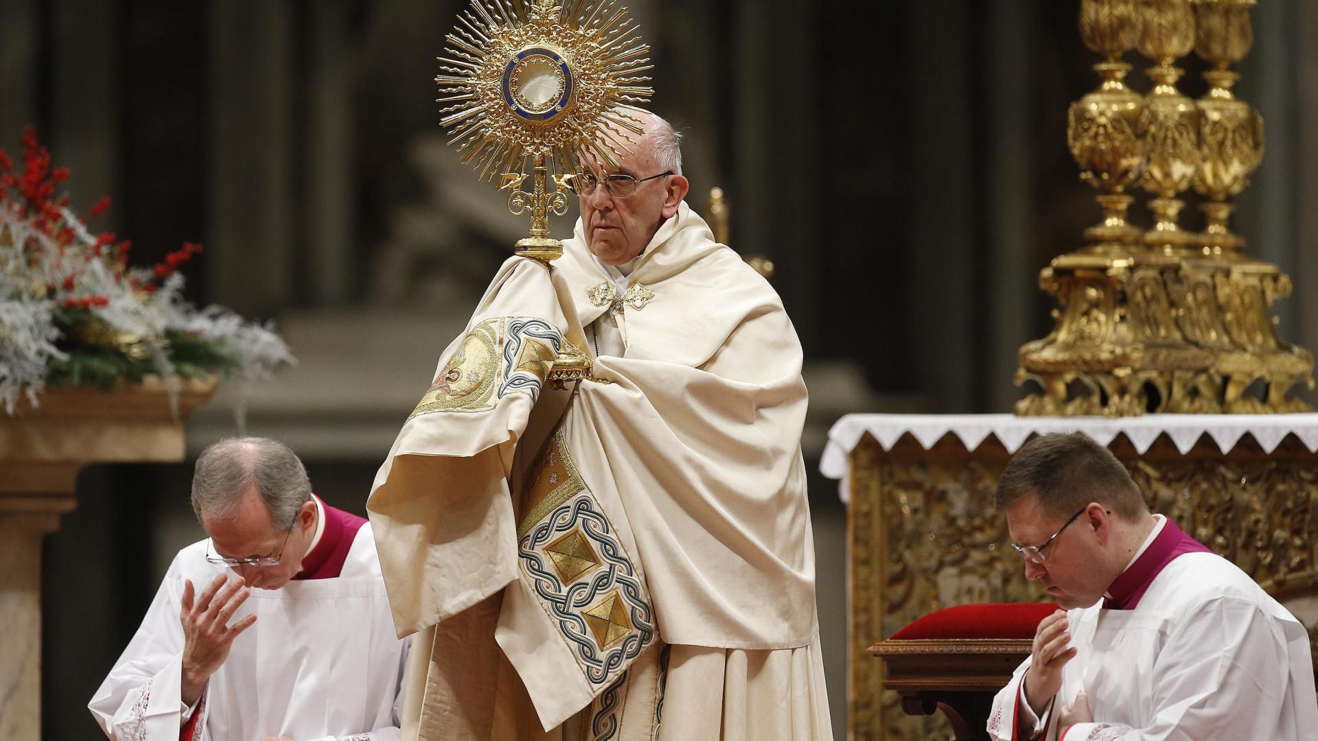 Papa deseja futuro de paz para 2018