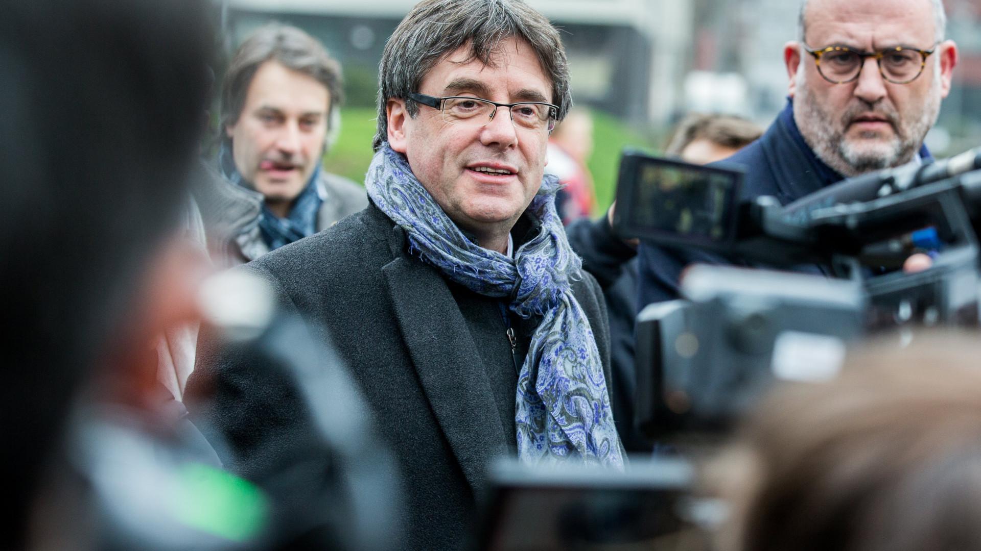Espanha vai evitar regresso de Puigdemont, até se vier num porta-bagagens