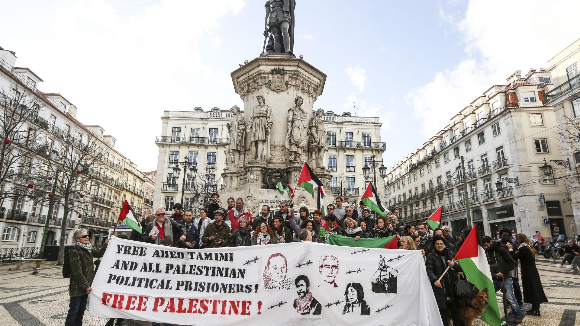 Uma centena de pessoas pede em Lisboa a libertação da palestiniana Tamimi
