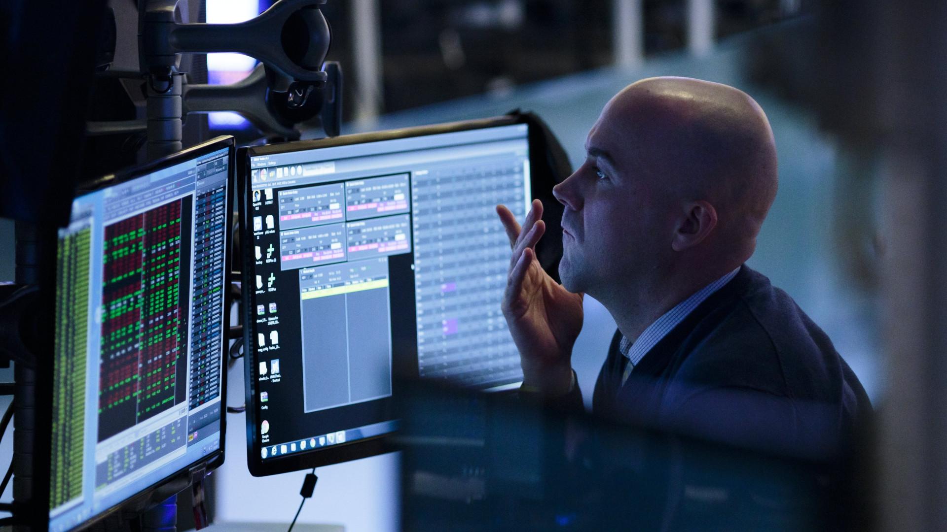 Wall Street acaba em alta acentuada depois de fortes oscilações