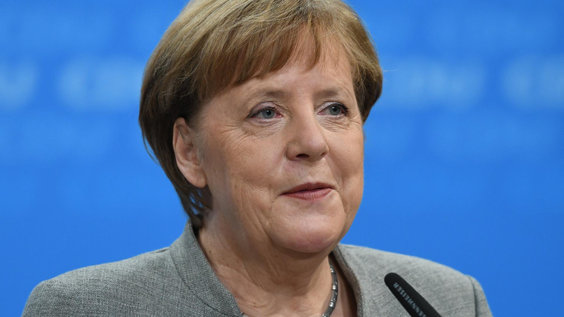 """Merkel prepara-se para """"intensas negociações"""""""