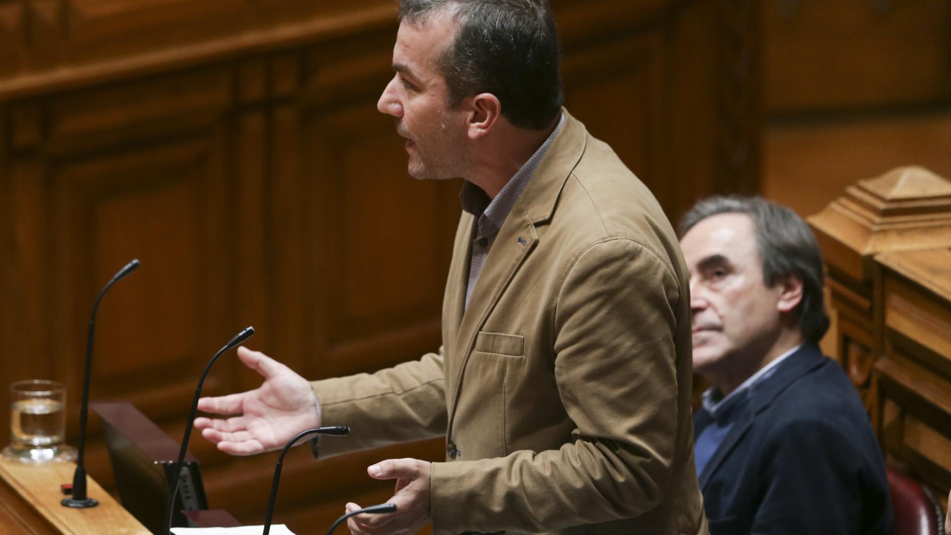 Reembolsos de viagens: deputado do BE renuncia a mandato parlamentar