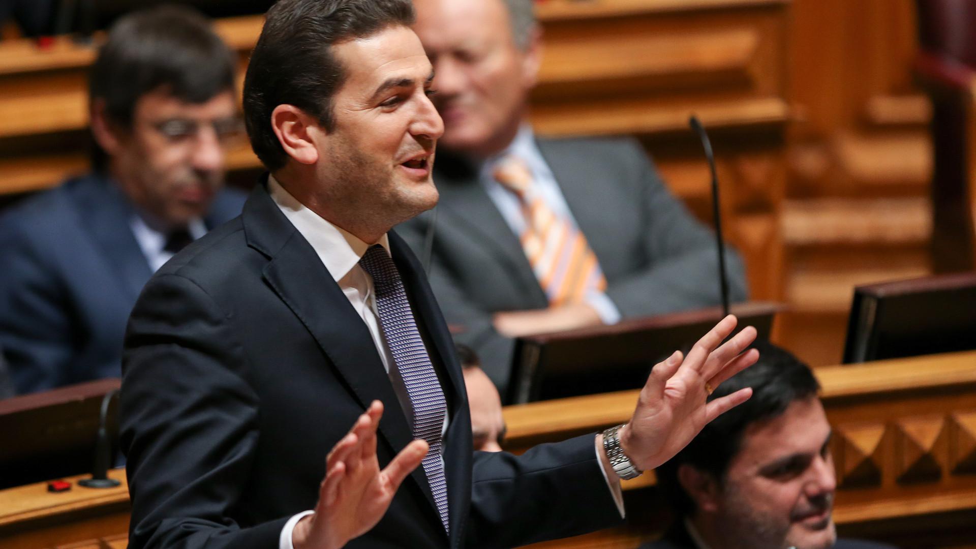 PSD confronta Costa com despacho que permite 850 horas extraordinárias