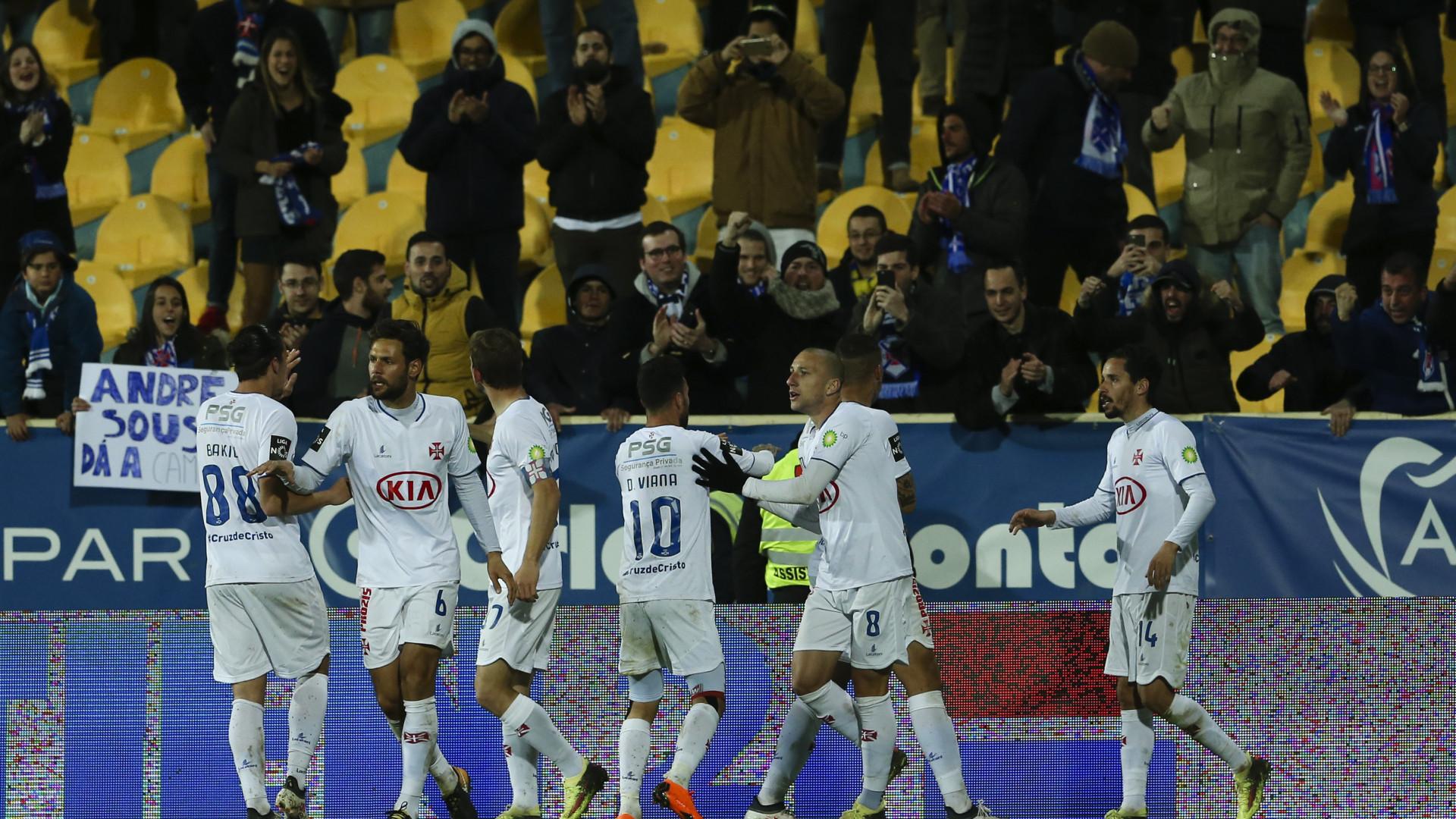 Belenenses ganha no Estoril e regressa às vitórias quase 4 meses depois
