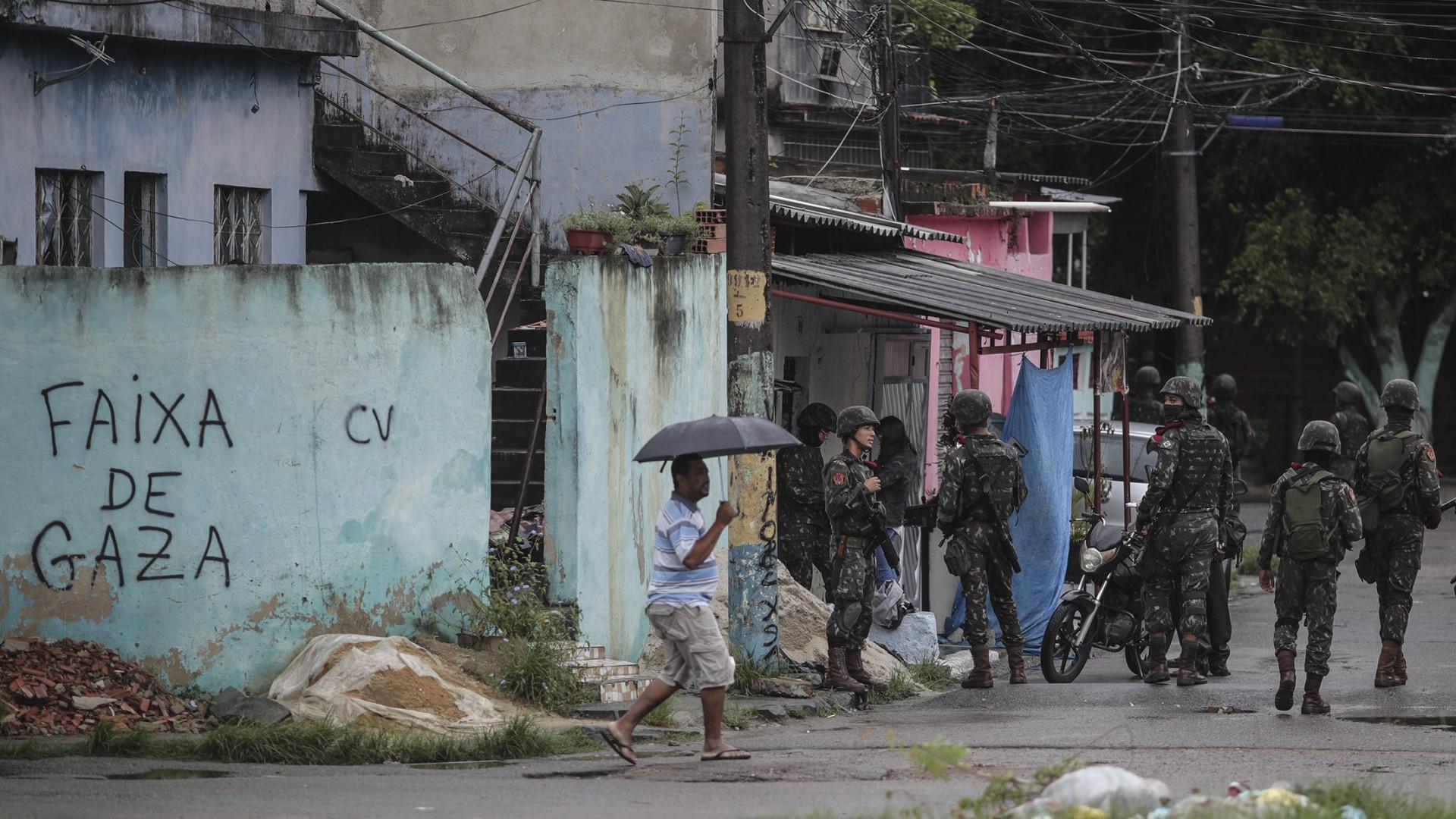 Forças Armadas realizam operação em favelas da zona oeste do Rio