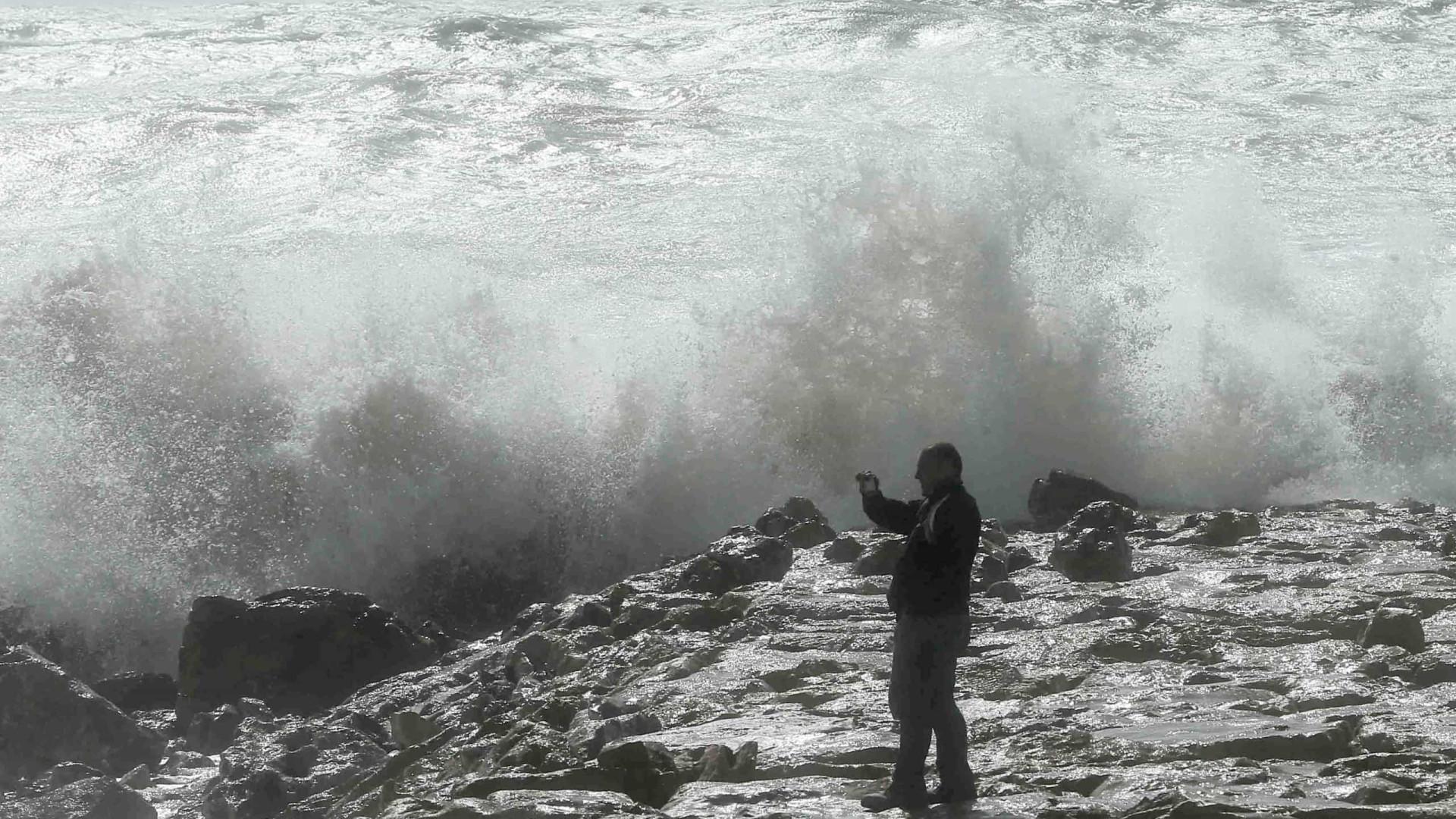 Marinha alerta população para para ondulação entre 8 a 12 metros