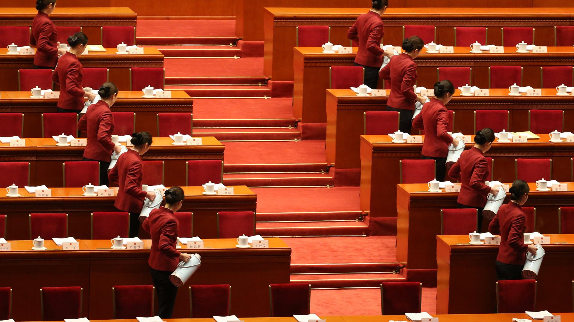 China emenda constituição e Xi Jinping pode ficar no poder indefinidamente