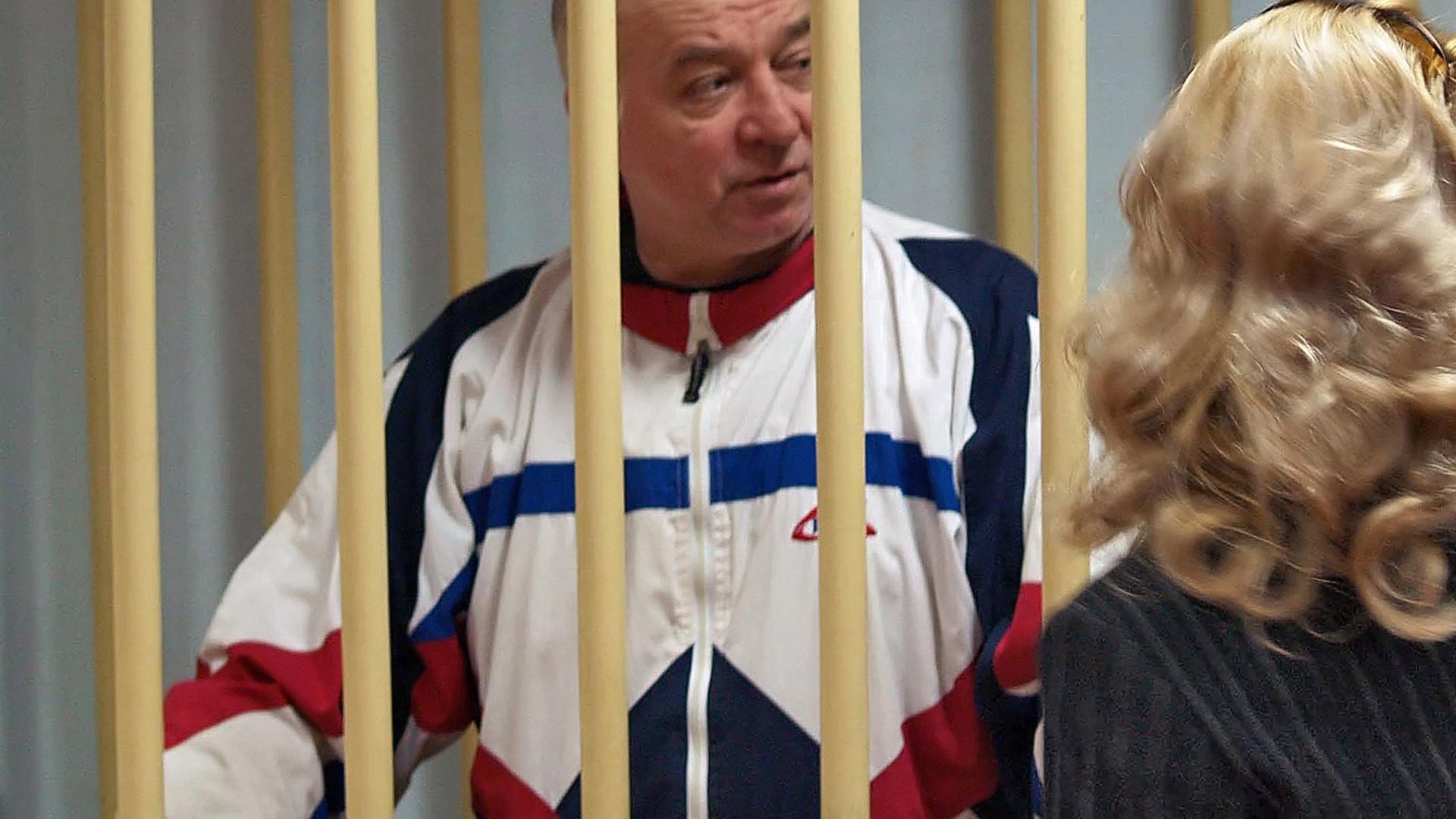 """Rússia """"não admite acusações sem provas"""" sobre morte de ex-espião"""