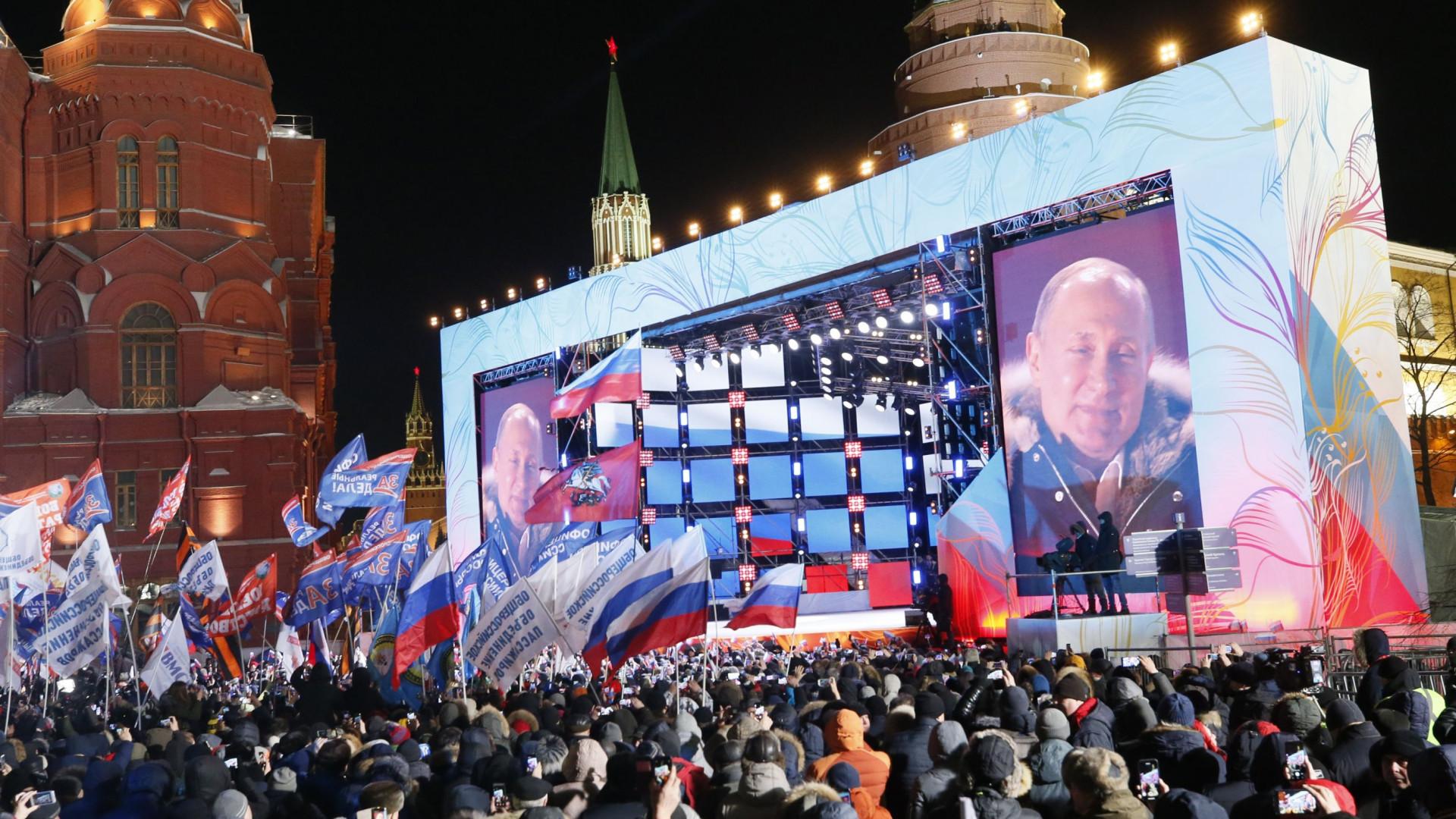 Putin proclama vitória nas presidenciais perante milhares de apoiantes