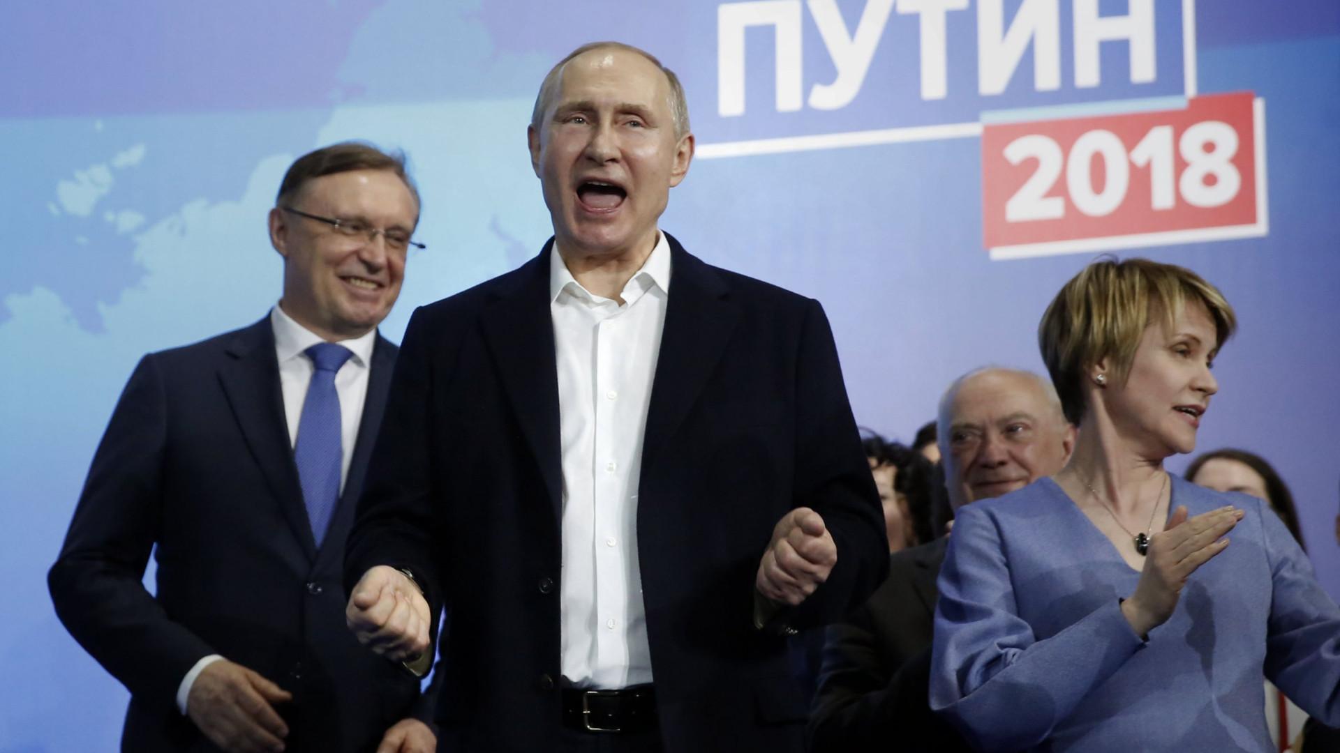 Vladimir Putin reeleito com 76,67% dos votos