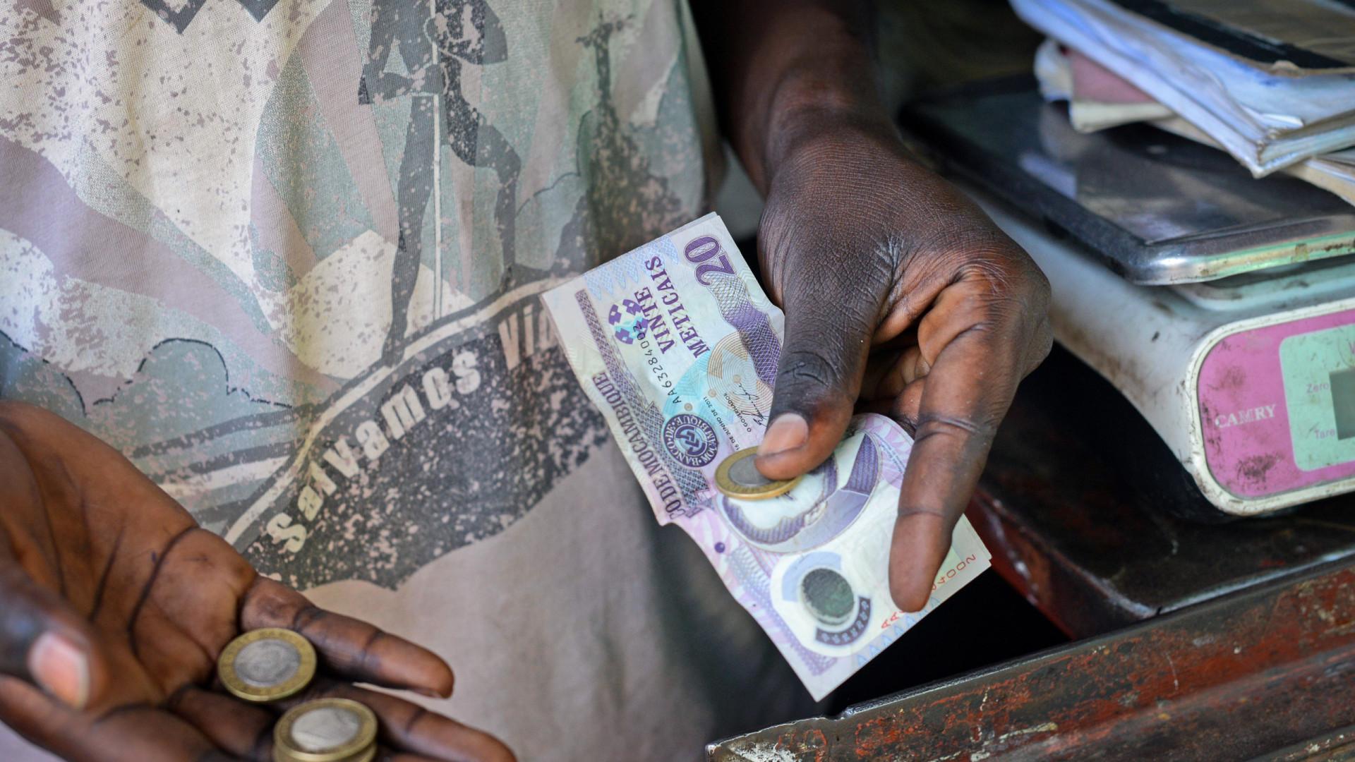 Moeda moçambicana com desvalorizações marginais face ao euro e dólar