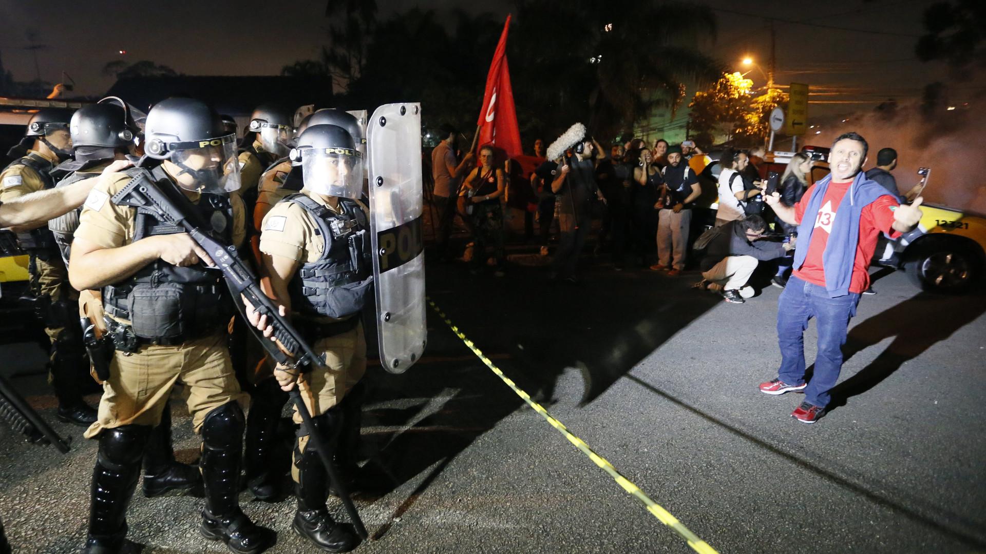 Lula passa a 1ª noite preso na sede da PF