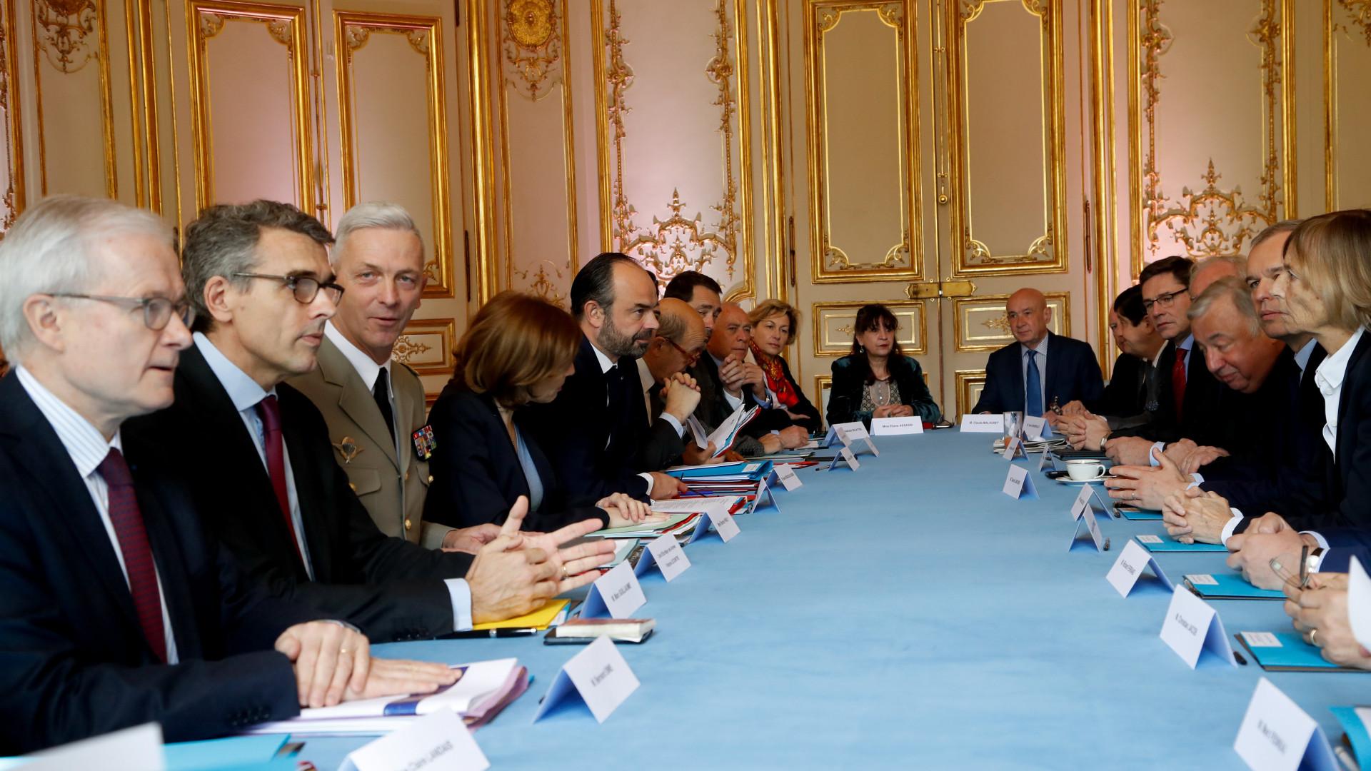 França promete se juntar aos EUA em resposta dura à Síria