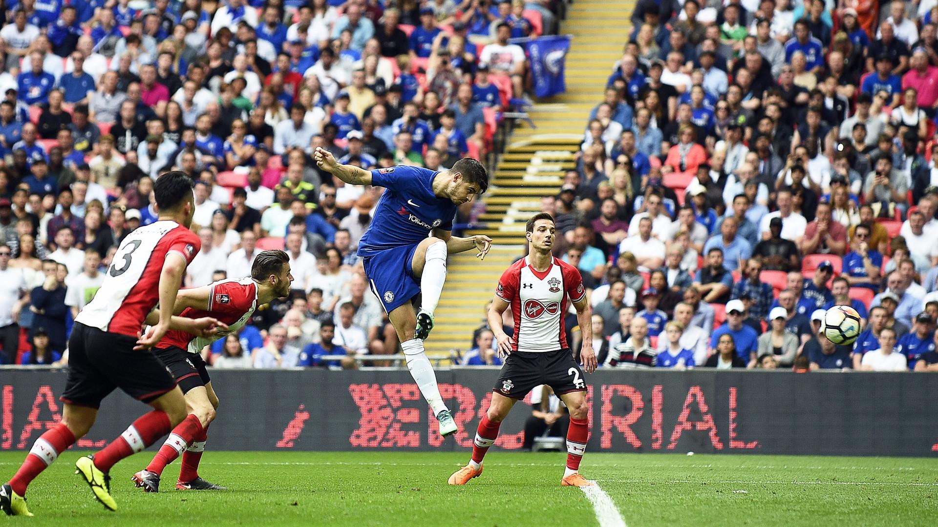 Chelsea vence e encara United na final