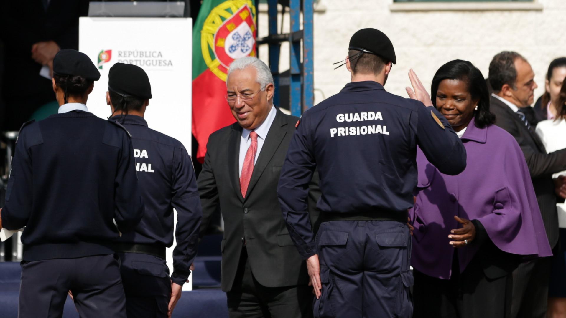 """Ministra confiante que """"crispação"""" no sector prisional vai acabar"""
