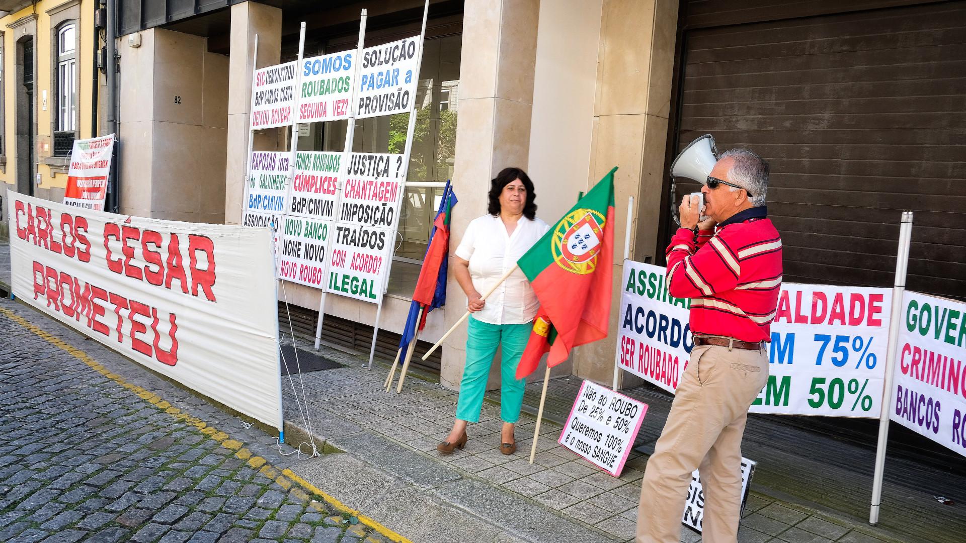 """Lesados querem que Governo faça """"reversão da provisão"""" de 1,8 mil milhões"""