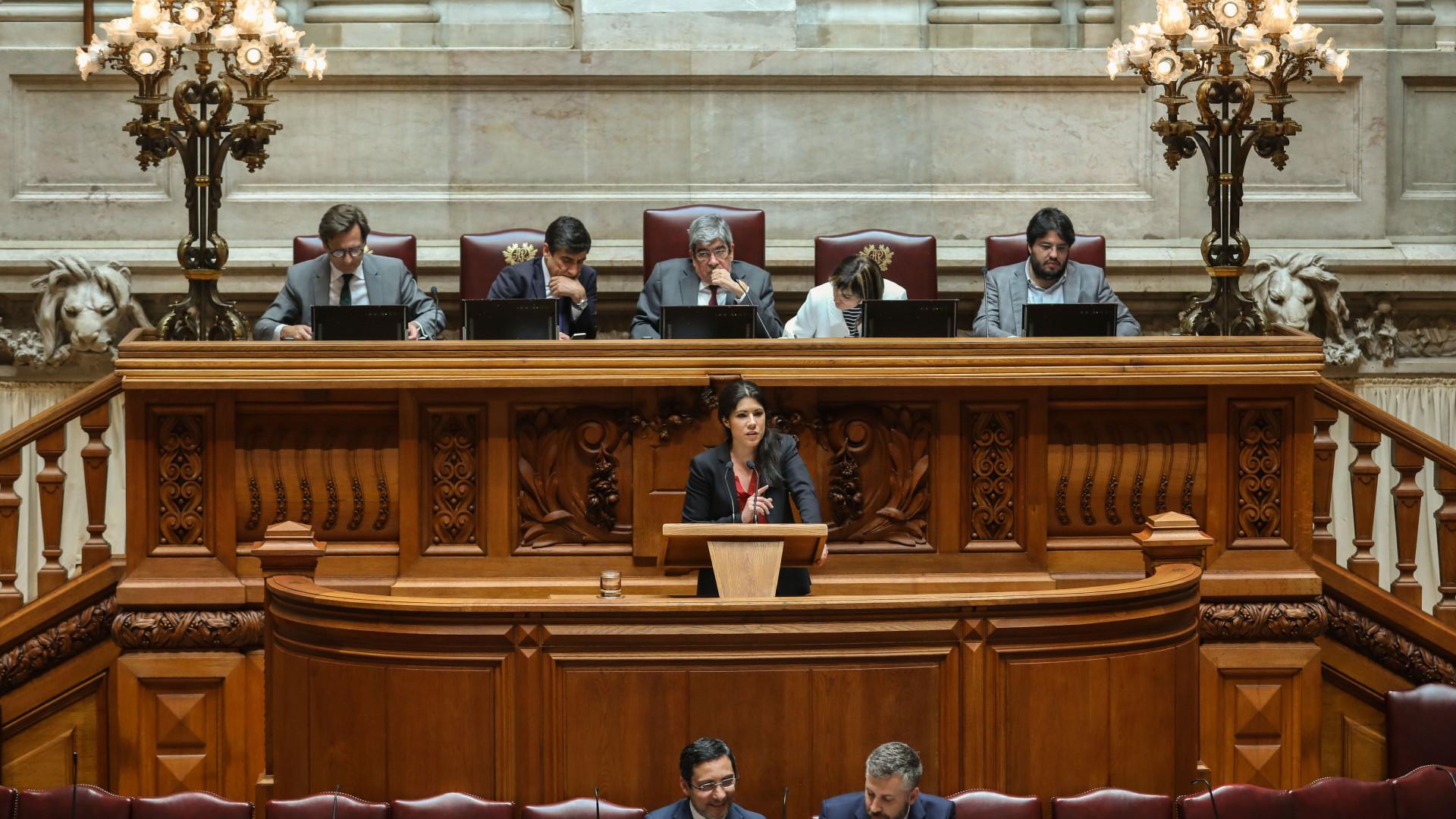 Aprovados diplomas que permitem ao Fisco aceder a contas de 50 mil euros