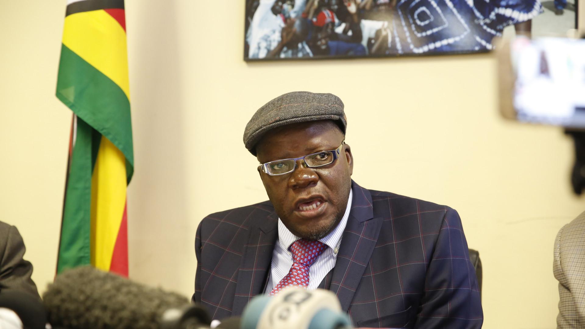 Líder da oposição detido no Zimbabué