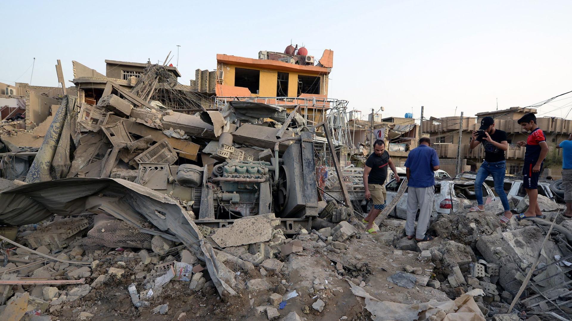 Doze mortos em explosão junto a ministério na capital do Afeganistão