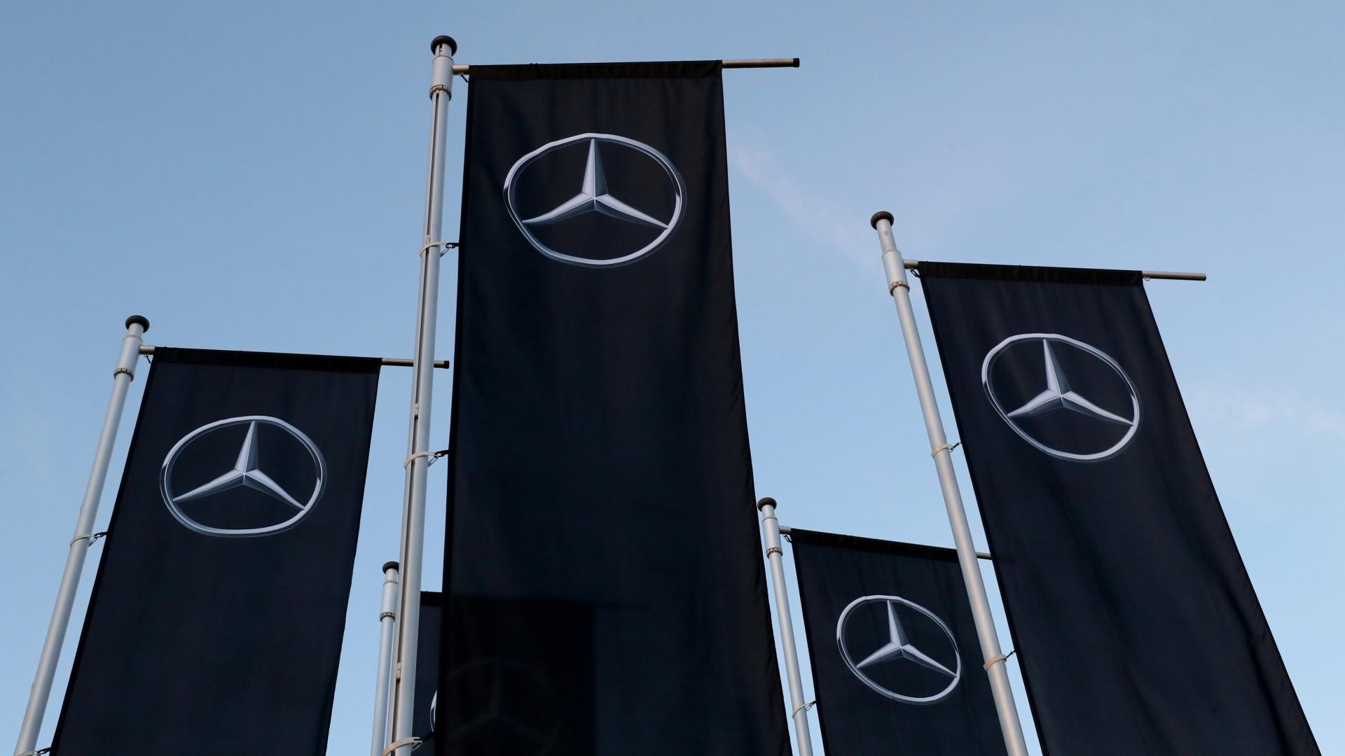 Daimler chama às oficinas 700.000 carros