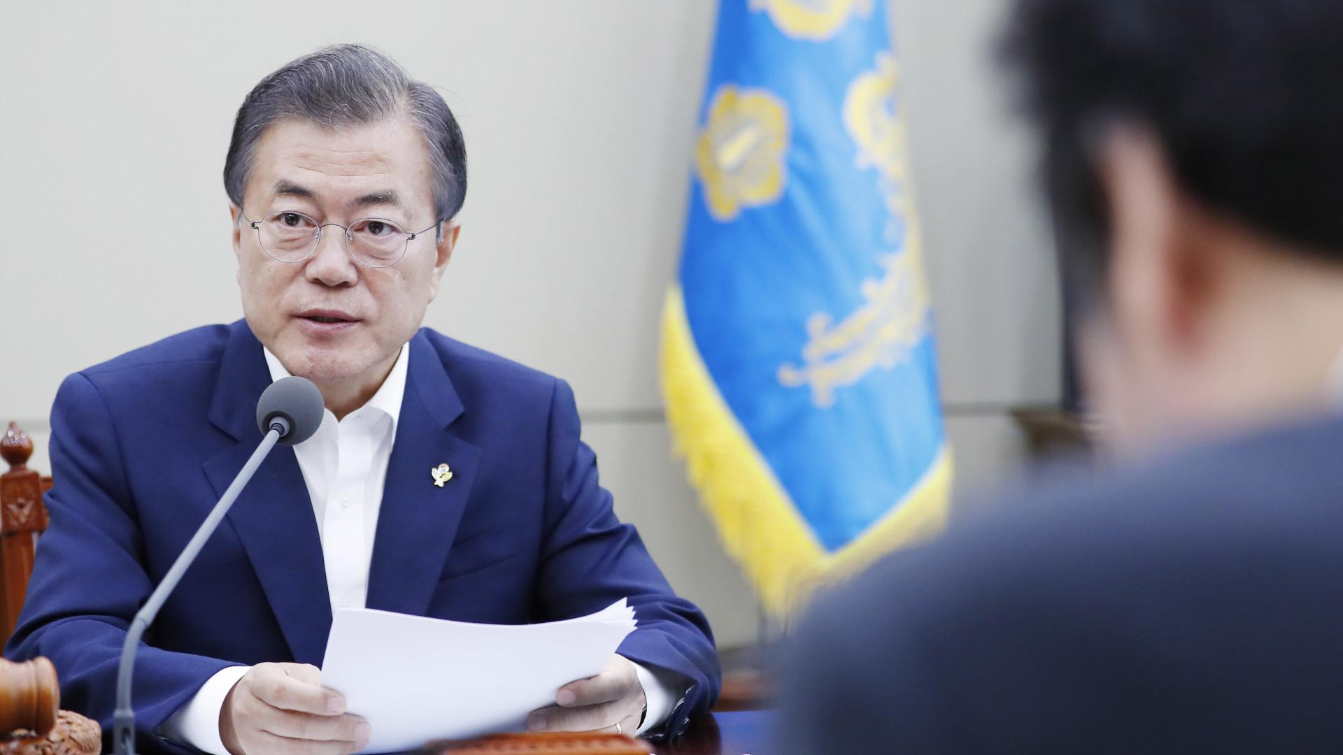 Presidente sul-coreano admite suspensão de exercícios militares