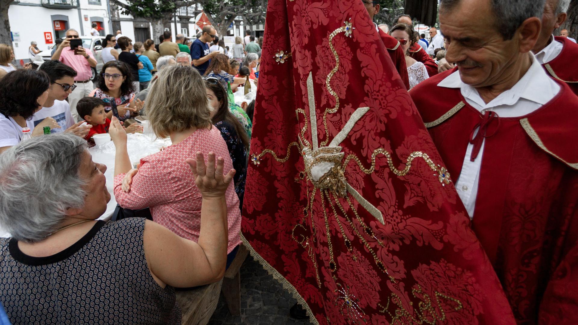 Milhares de pessoas estão hoje nas festas do Espírito Santo