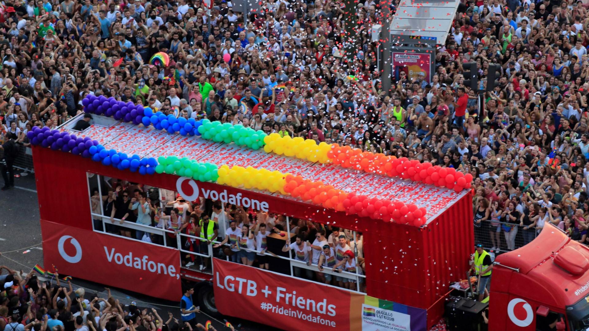 Mais de um milhão de pessoas em Madrid na marcha de Orgulho Gay