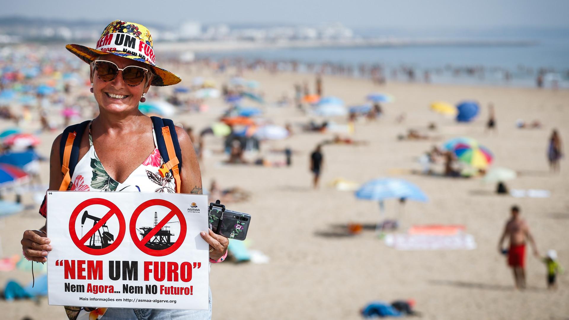 """Cerca de 800 pessoas disseram hoje em Almada """"não ao furo"""" em Portugal"""