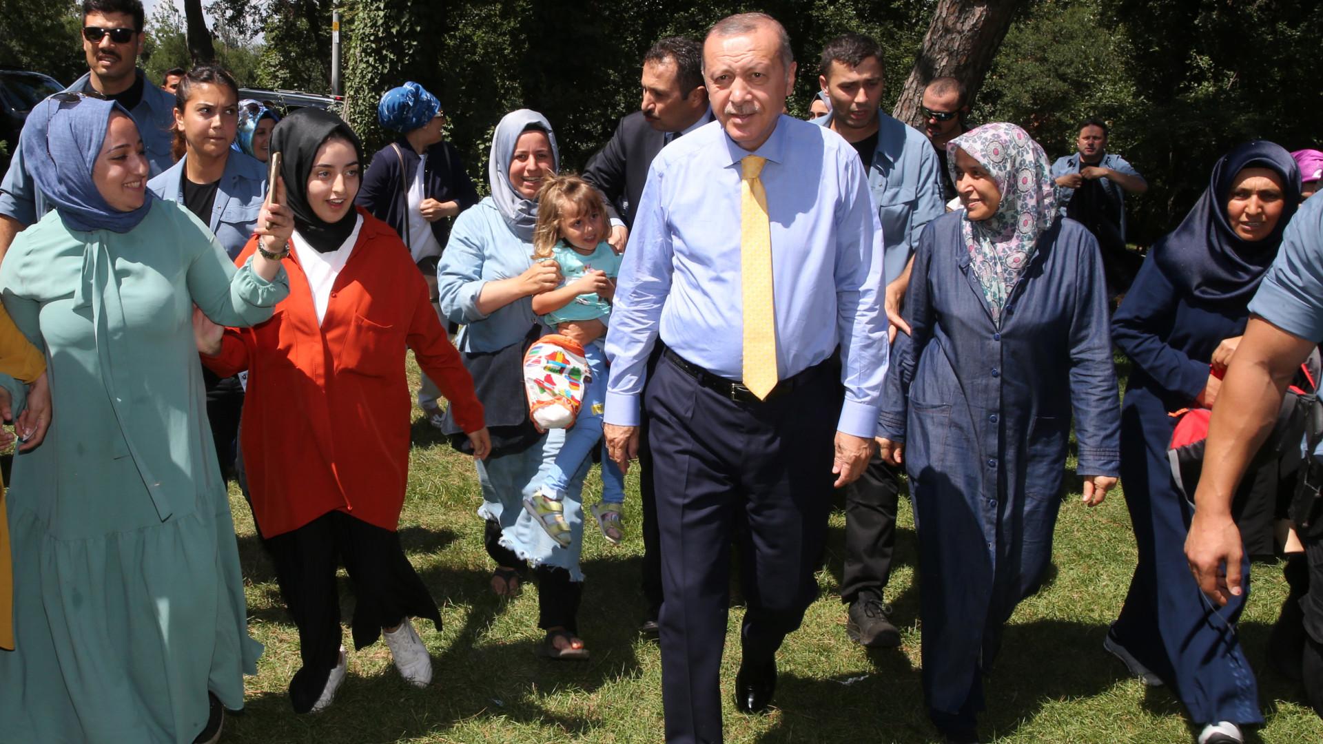 """Descida da lira resulta de uma """"conspiração política"""" contra a Turquia"""