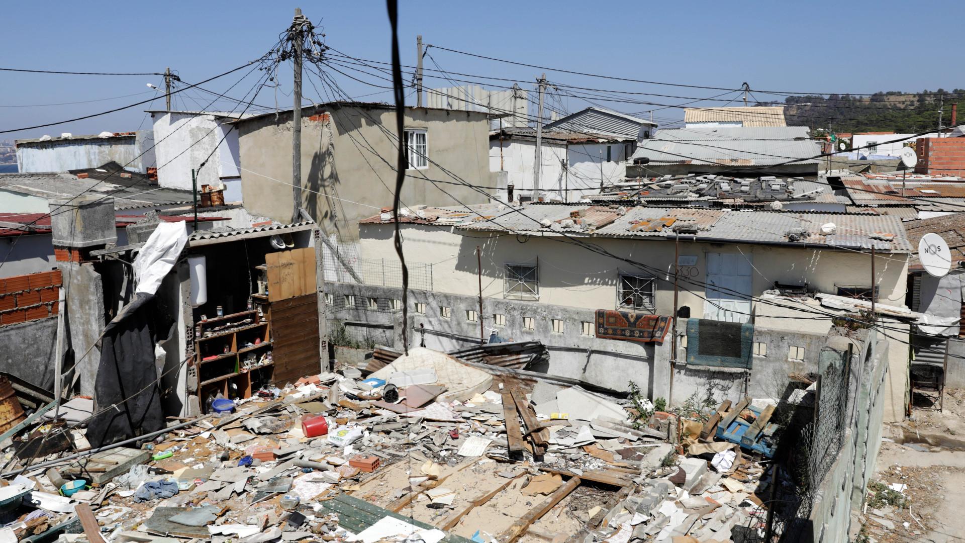 Mais de três mil pessoas vivem em bairro clandestino em Almada