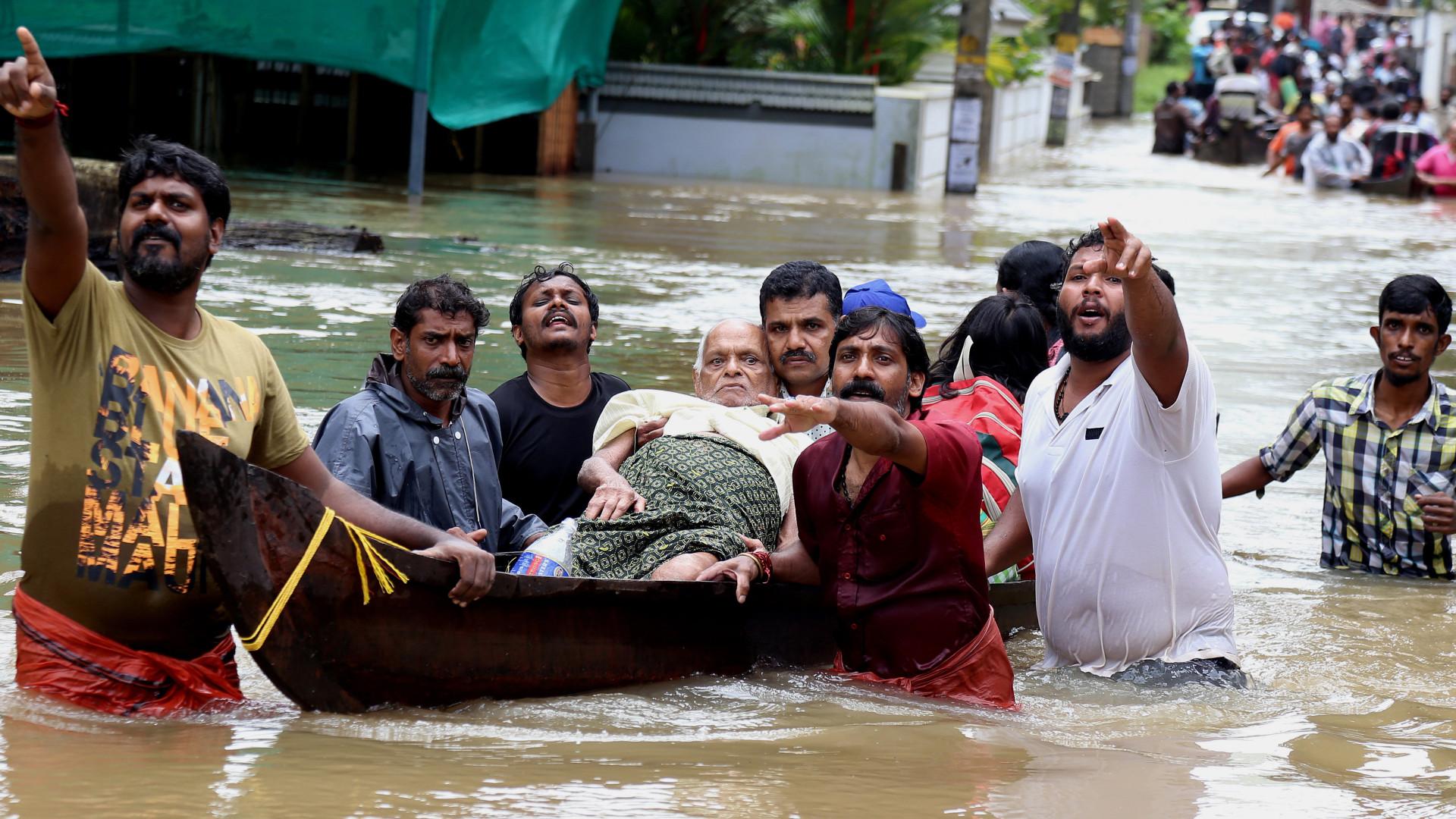 Cerca de 800 mil desalojados após inundações na Índia que já mataram 357