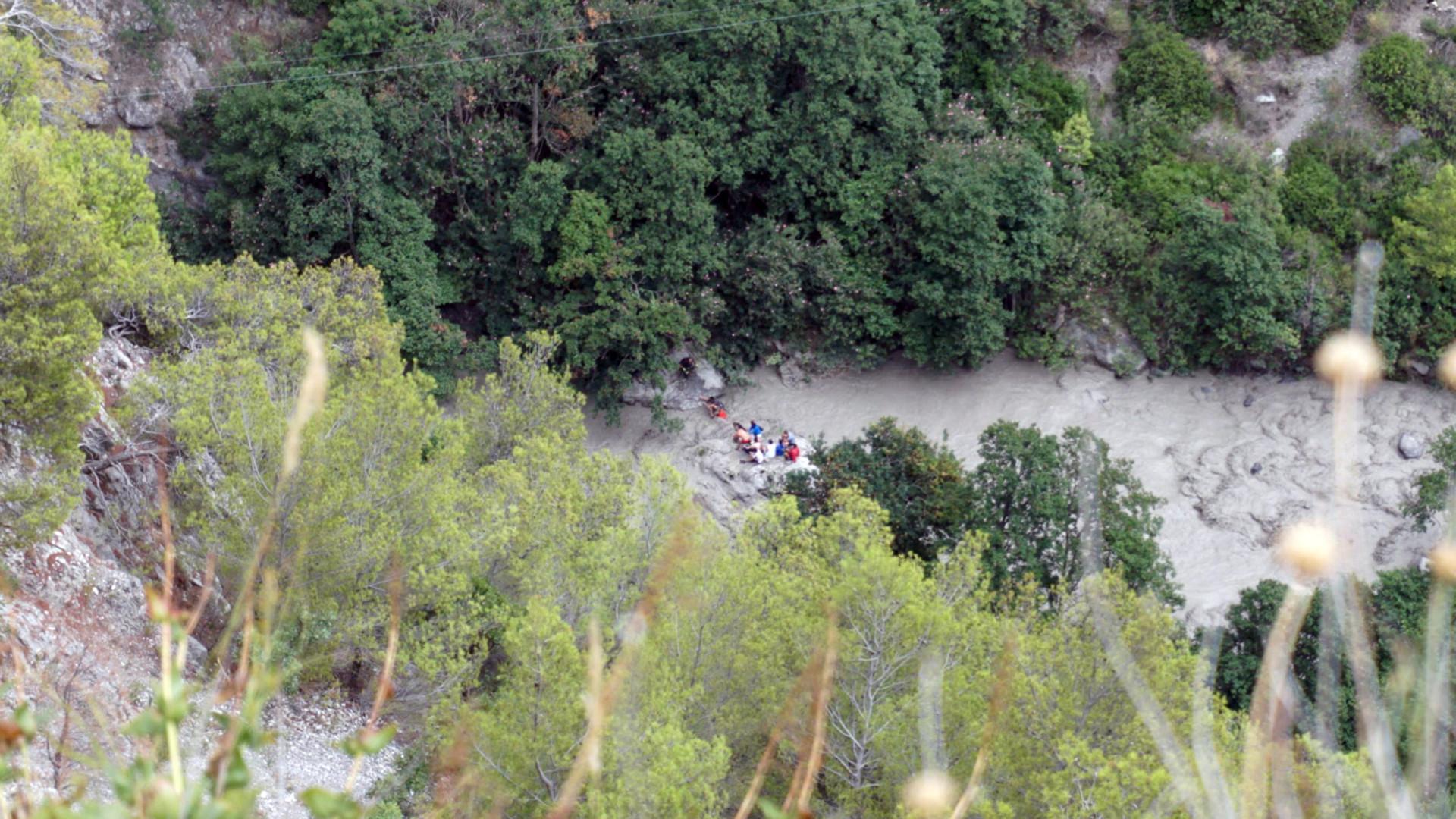 Sobe para dez o número de mortos em transbordo de rio em Itália