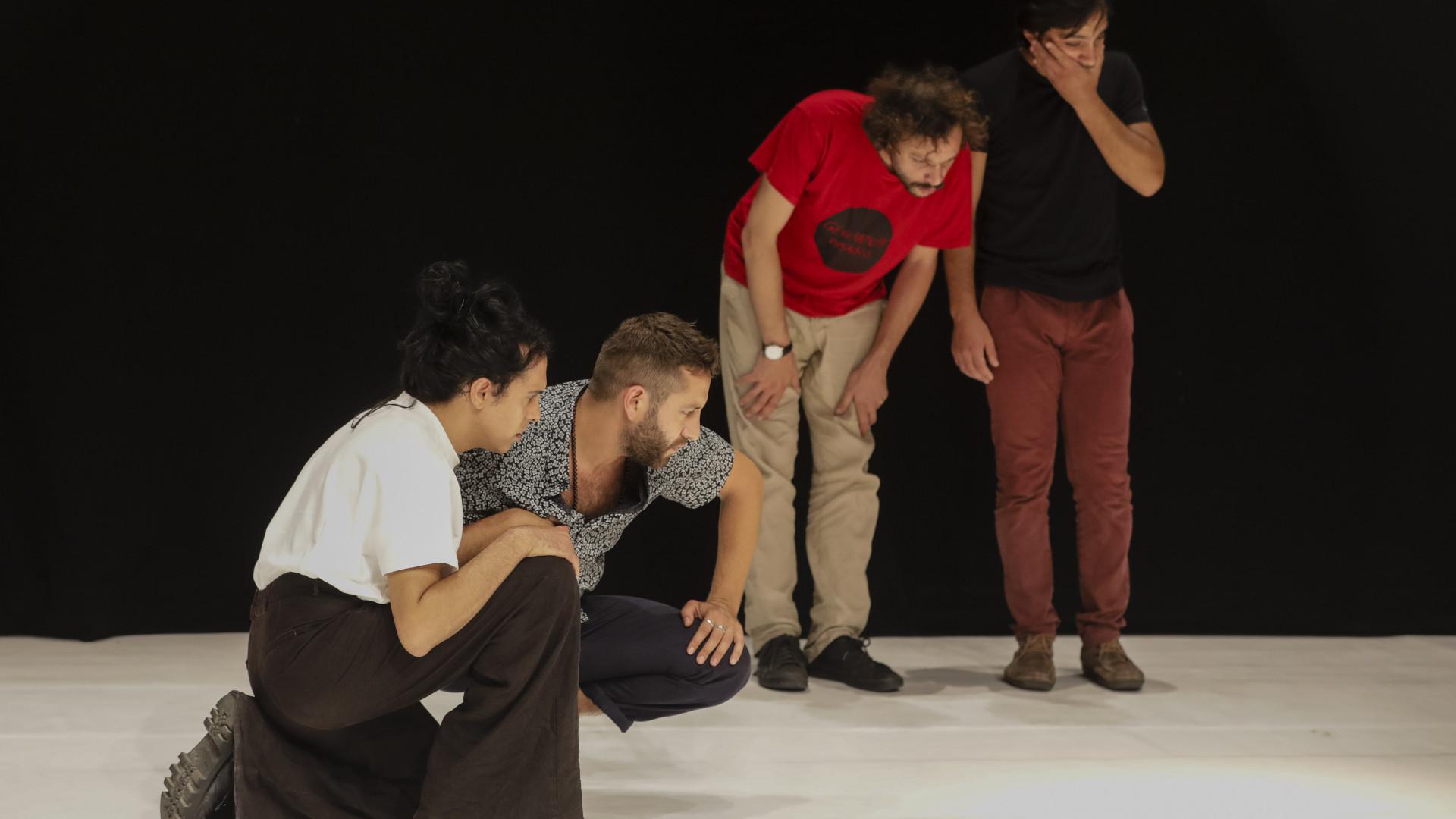 Jovens atores dirigidos por Tiago Rodrigues apresentam 'Perigo Feliz'