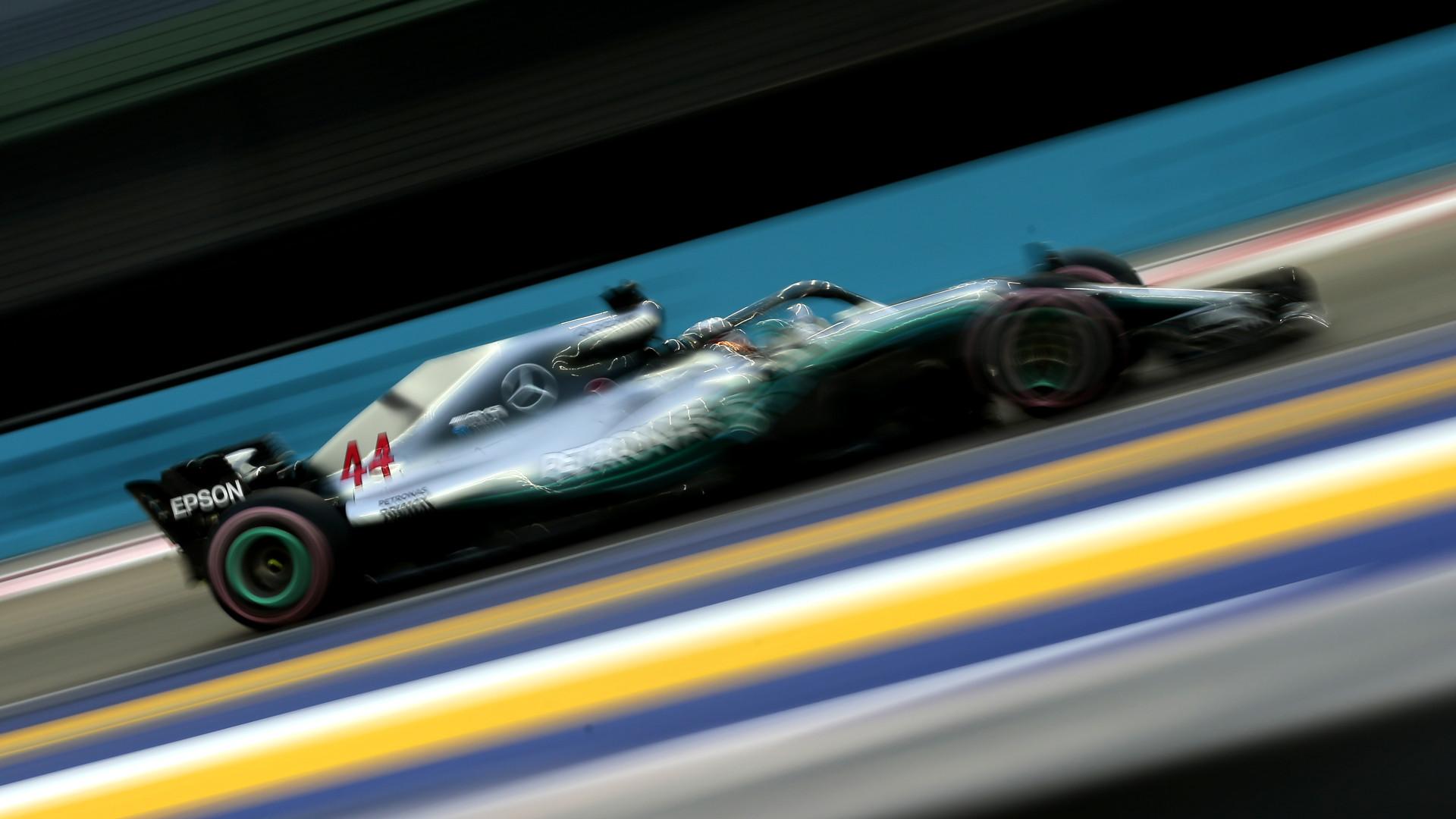 Lewis Hamilton com 'pole position' para o Grande Prémio de Singapura