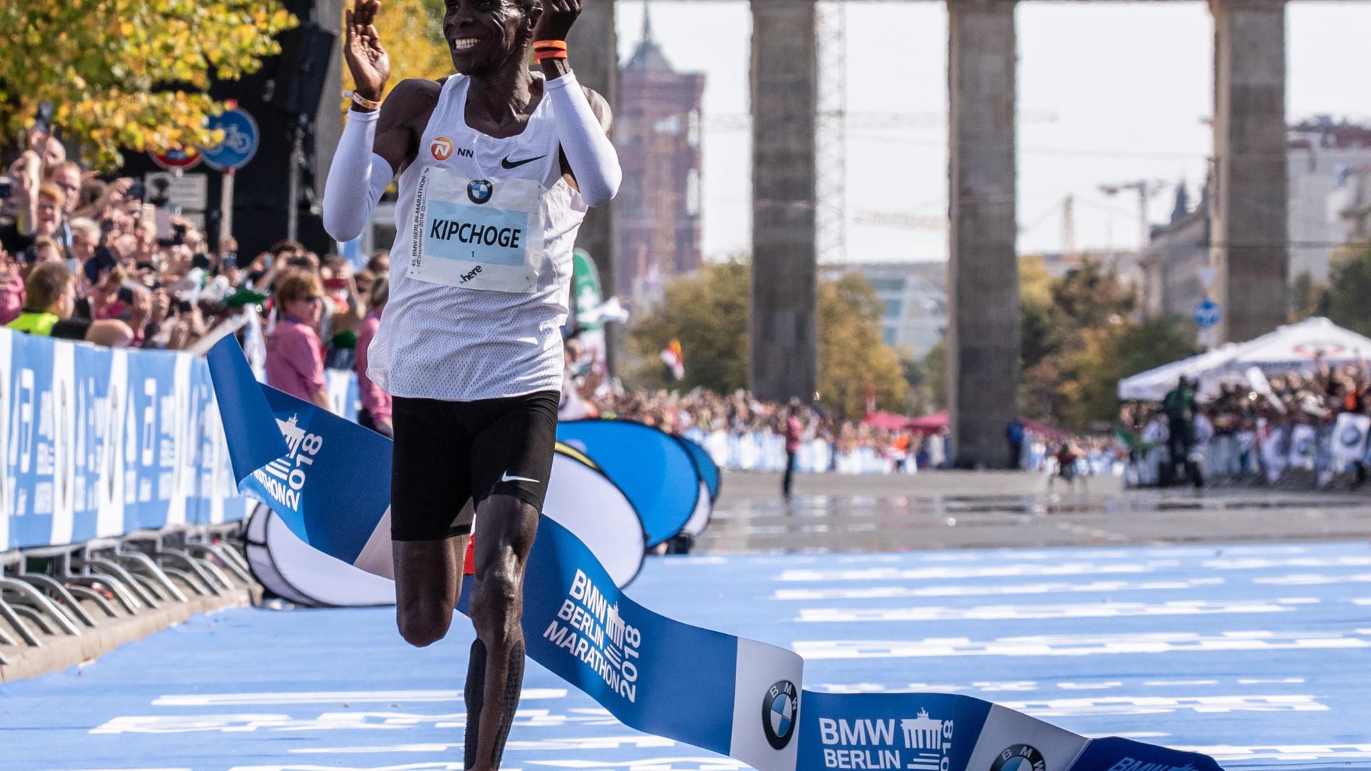 Queniano Eliud Kipchoge bate em Berlim recorde mundial da maratona