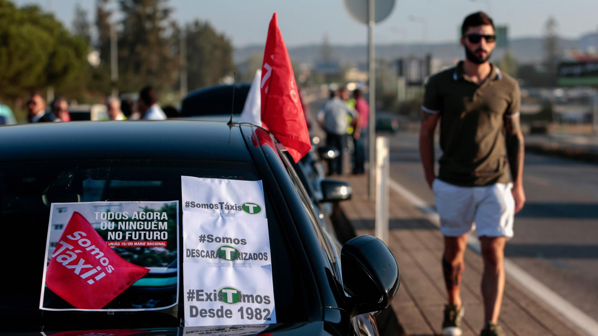 Taxistas do Algarve contestam grande aumento de carros descaracterizados