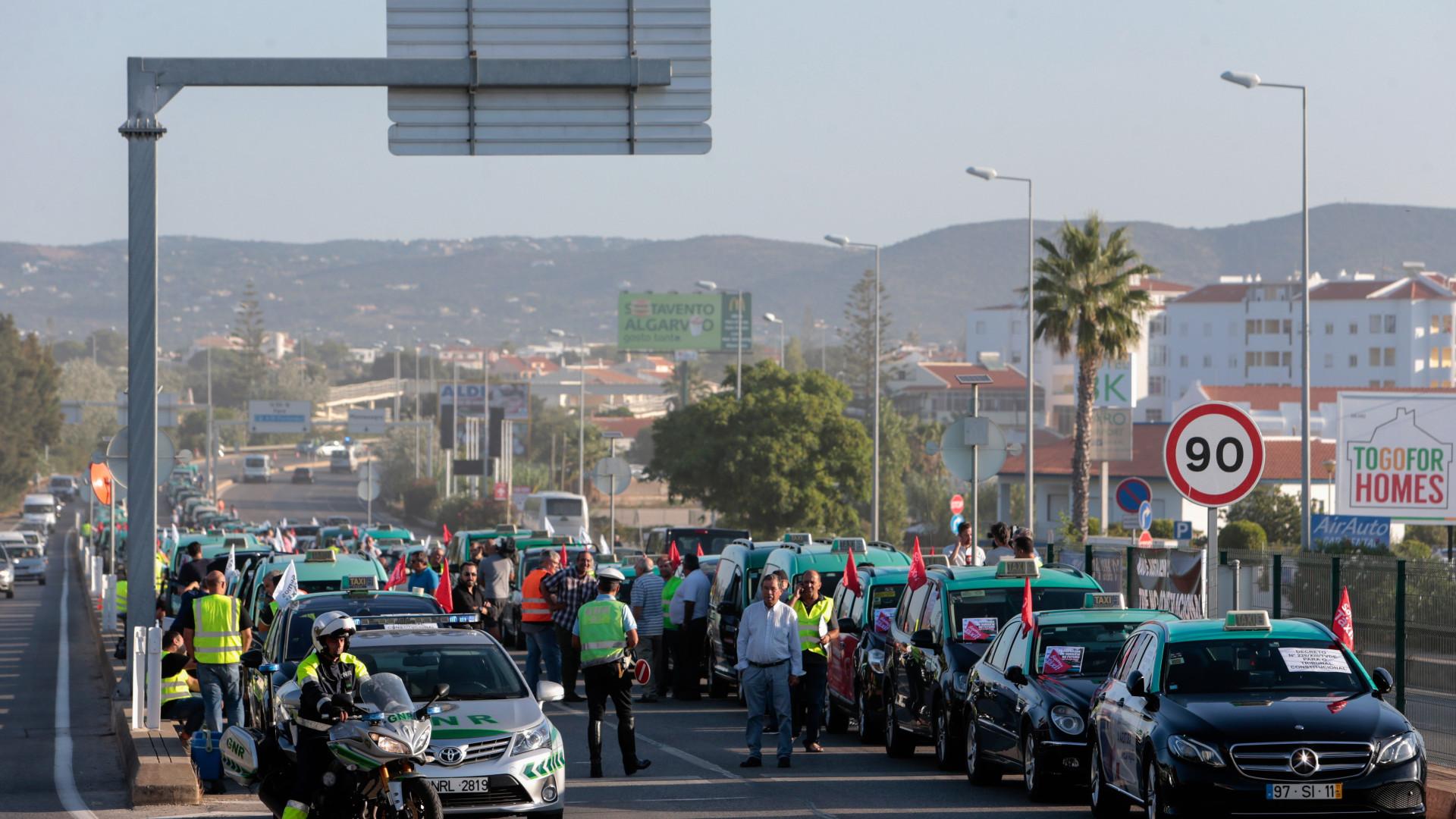 Cerca de 1.300 taxistas concentrados em Lisboa, Porto e Faro