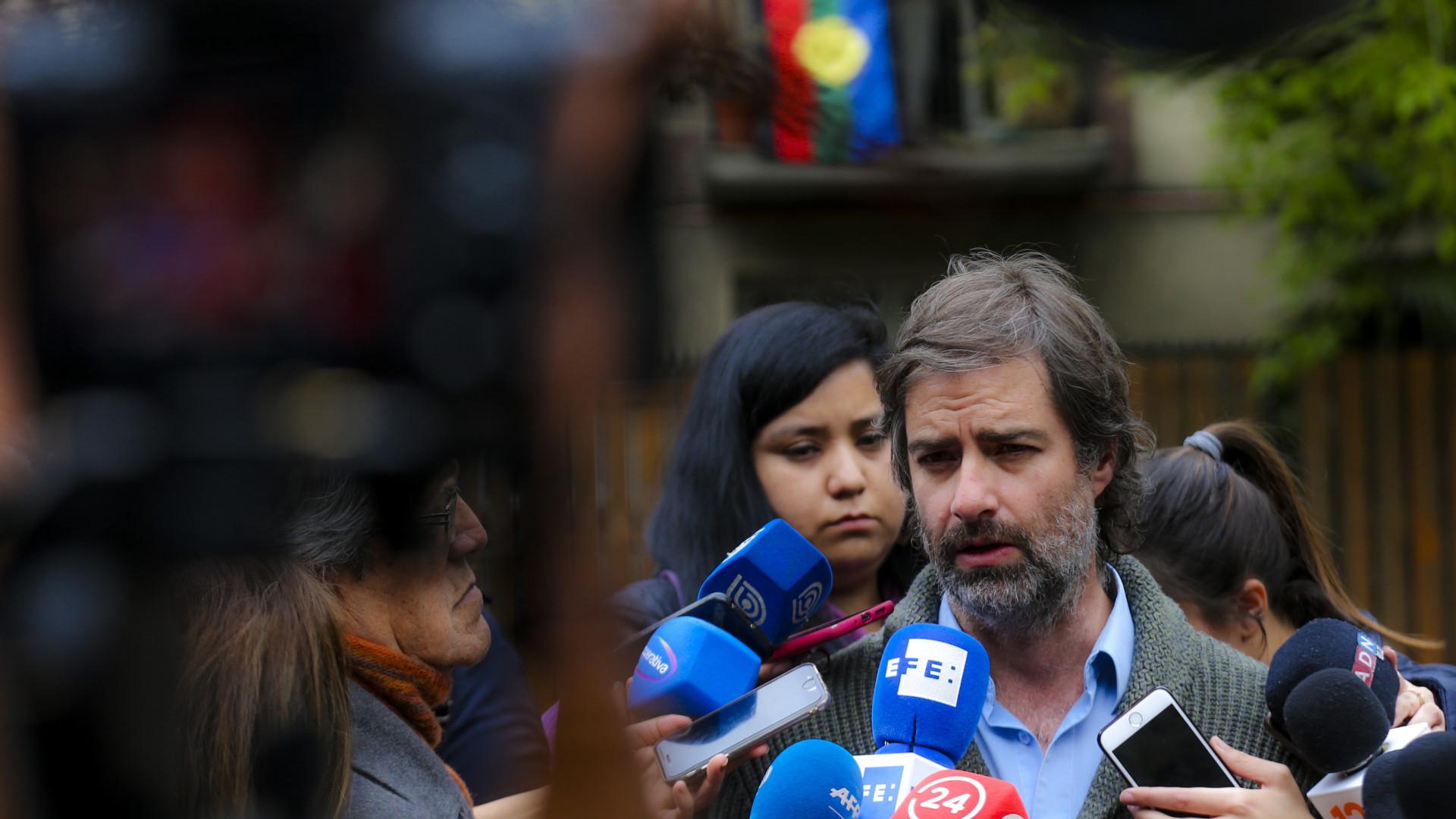 Vítimas do padre Karadima acusam igreja chilena de travar investigação