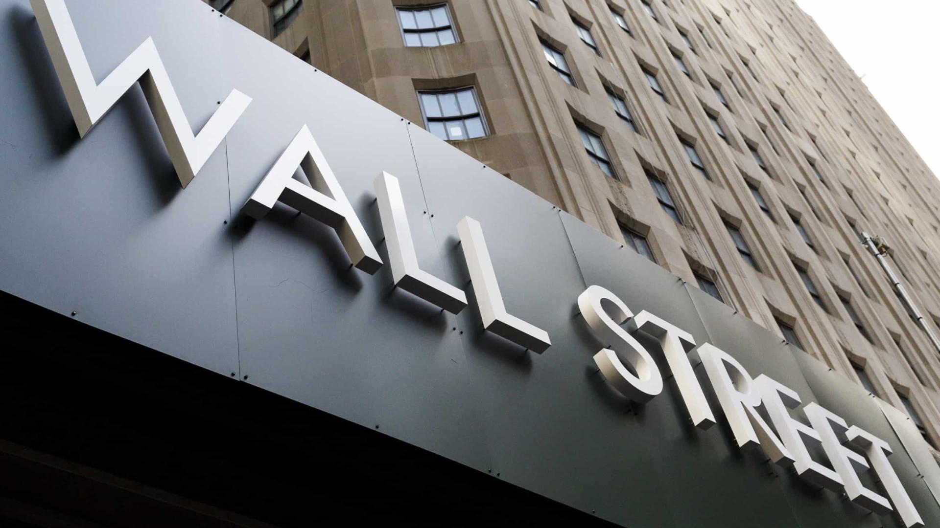 Bolsa de Wall Street negoceia em baixa ao início da sessão
