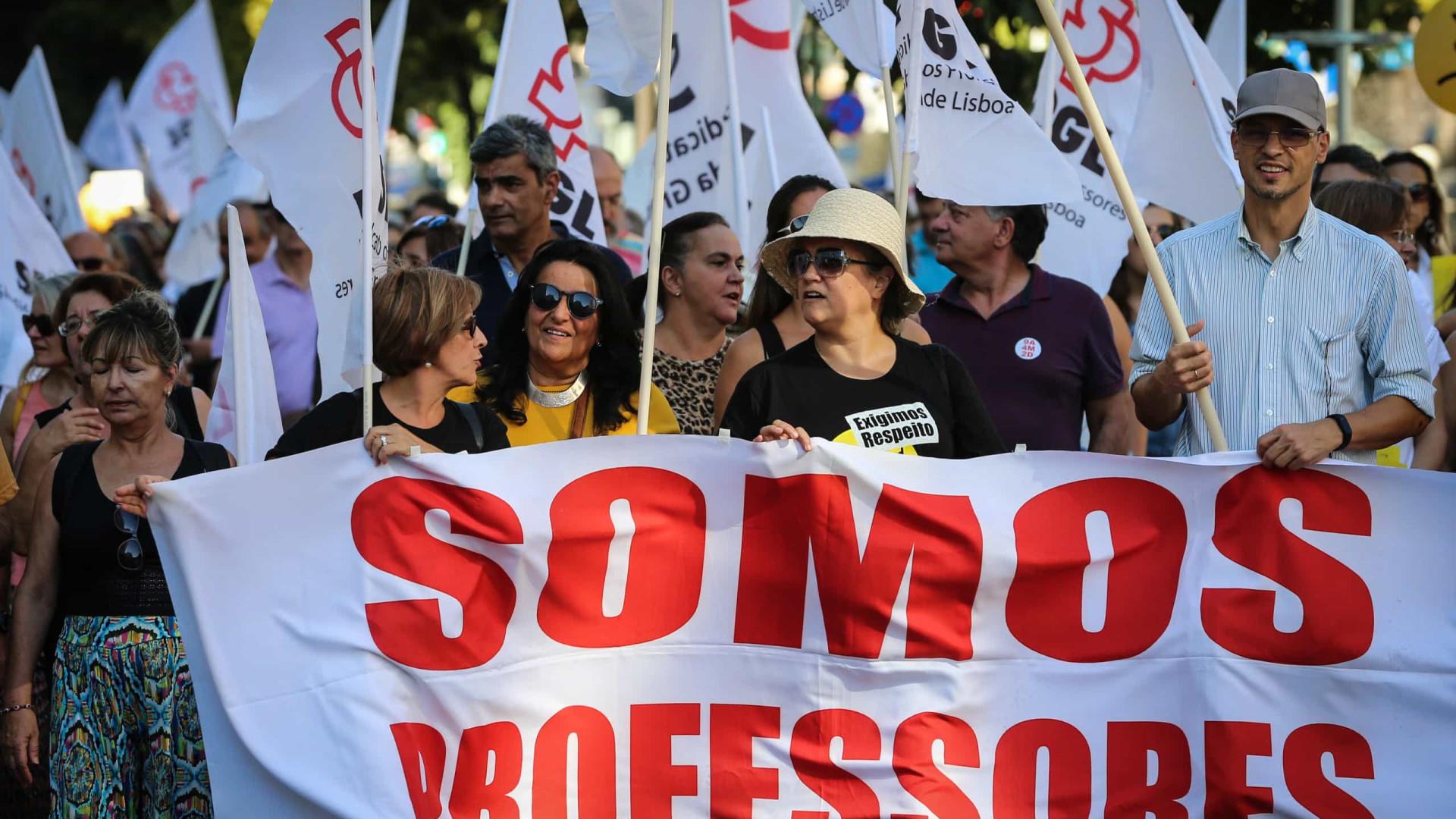 """Após """"ameaça"""", professores entregam novos pré-avisos de greve diários"""